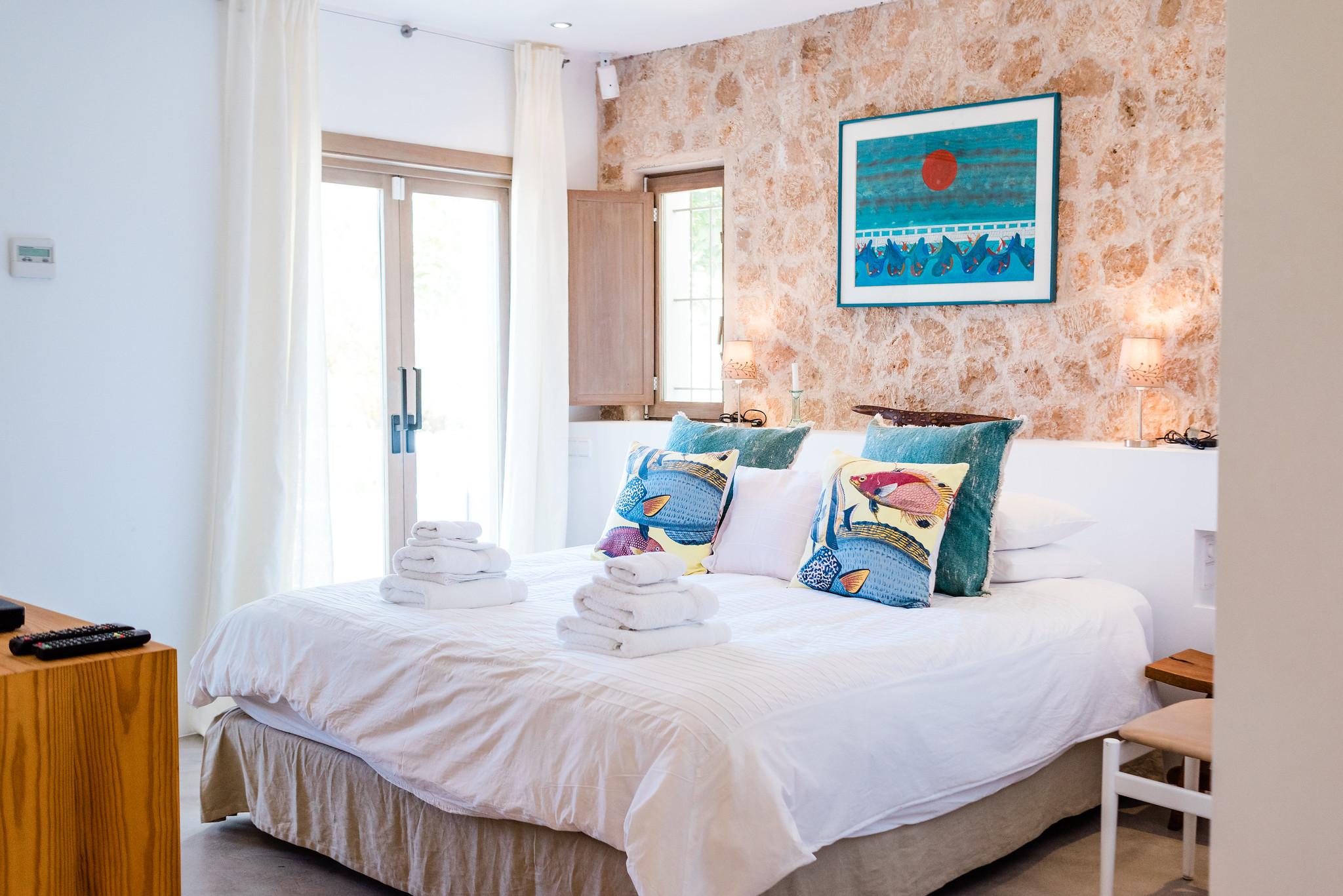 https://www.white-ibiza.com/wp-content/uploads/2020/06/white-ibiza-villas-casa-nyah-interior-bedroom12.jpg
