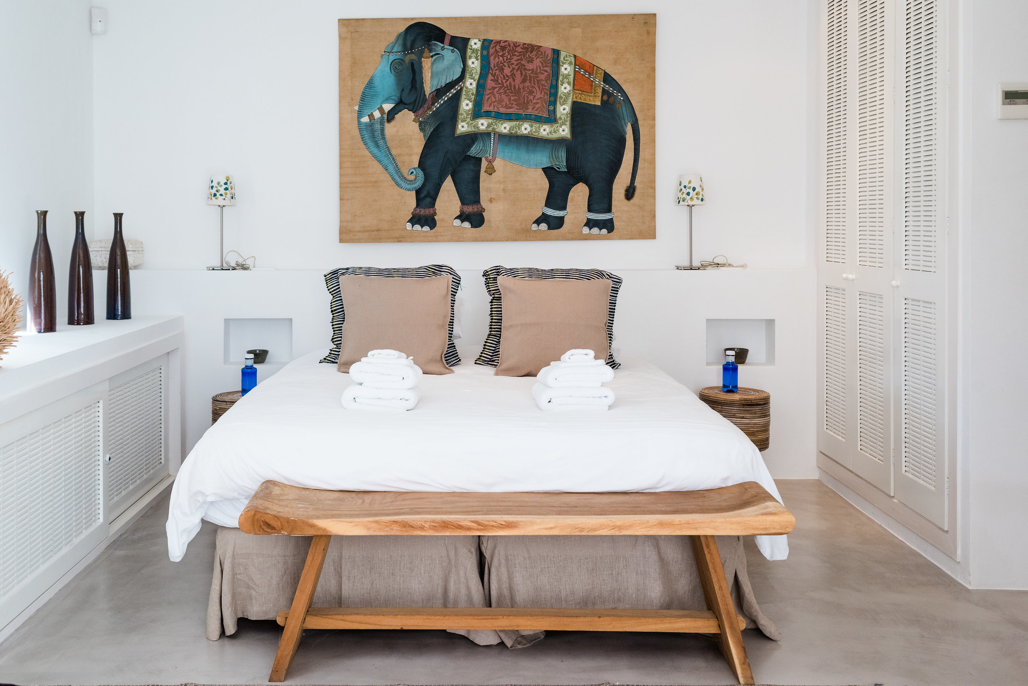https://www.white-ibiza.com/wp-content/uploads/2020/06/white-ibiza-villas-casa-nyah-interior-bedroom13.jpg