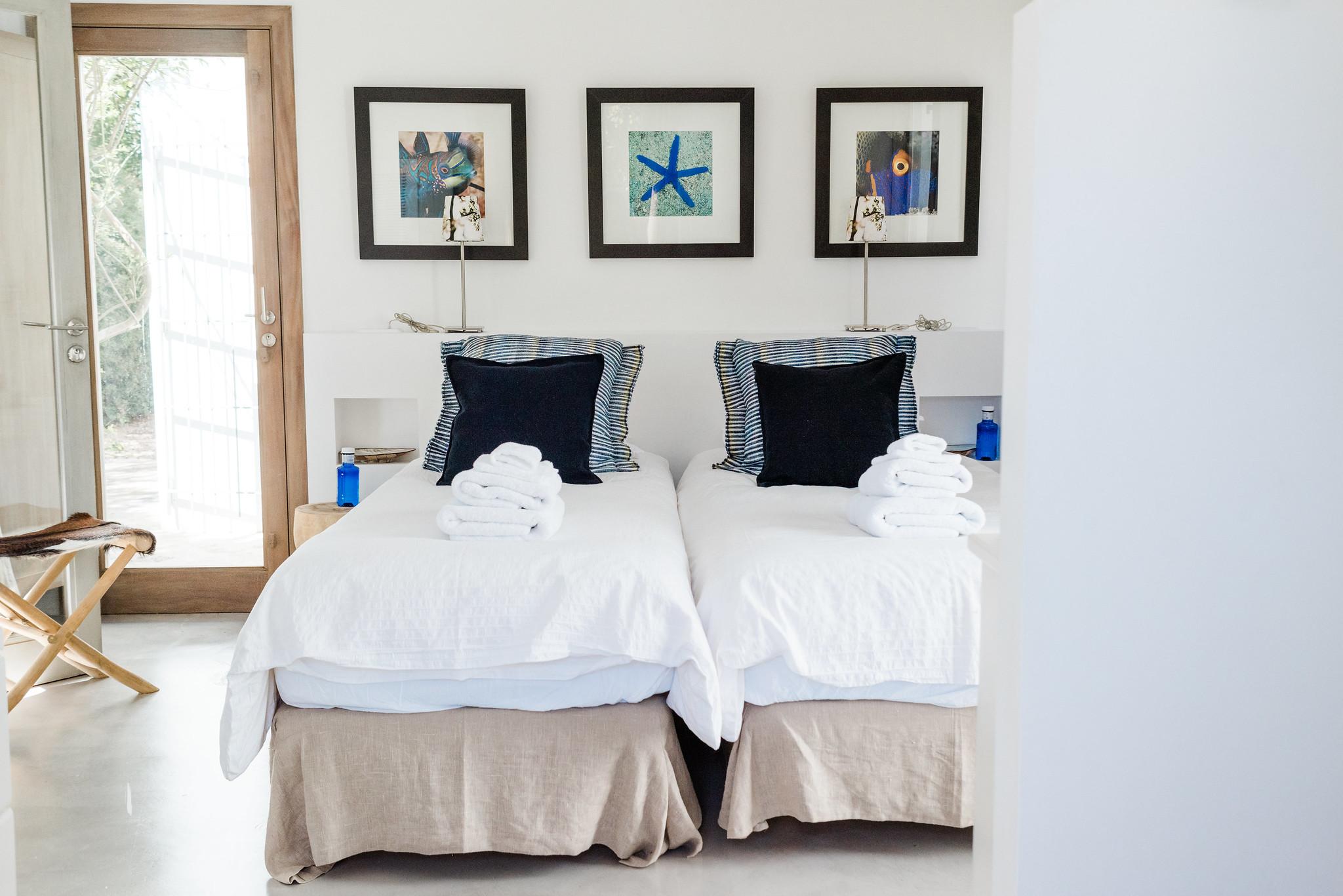 https://www.white-ibiza.com/wp-content/uploads/2020/06/white-ibiza-villas-casa-nyah-interior-bedroom3.jpg