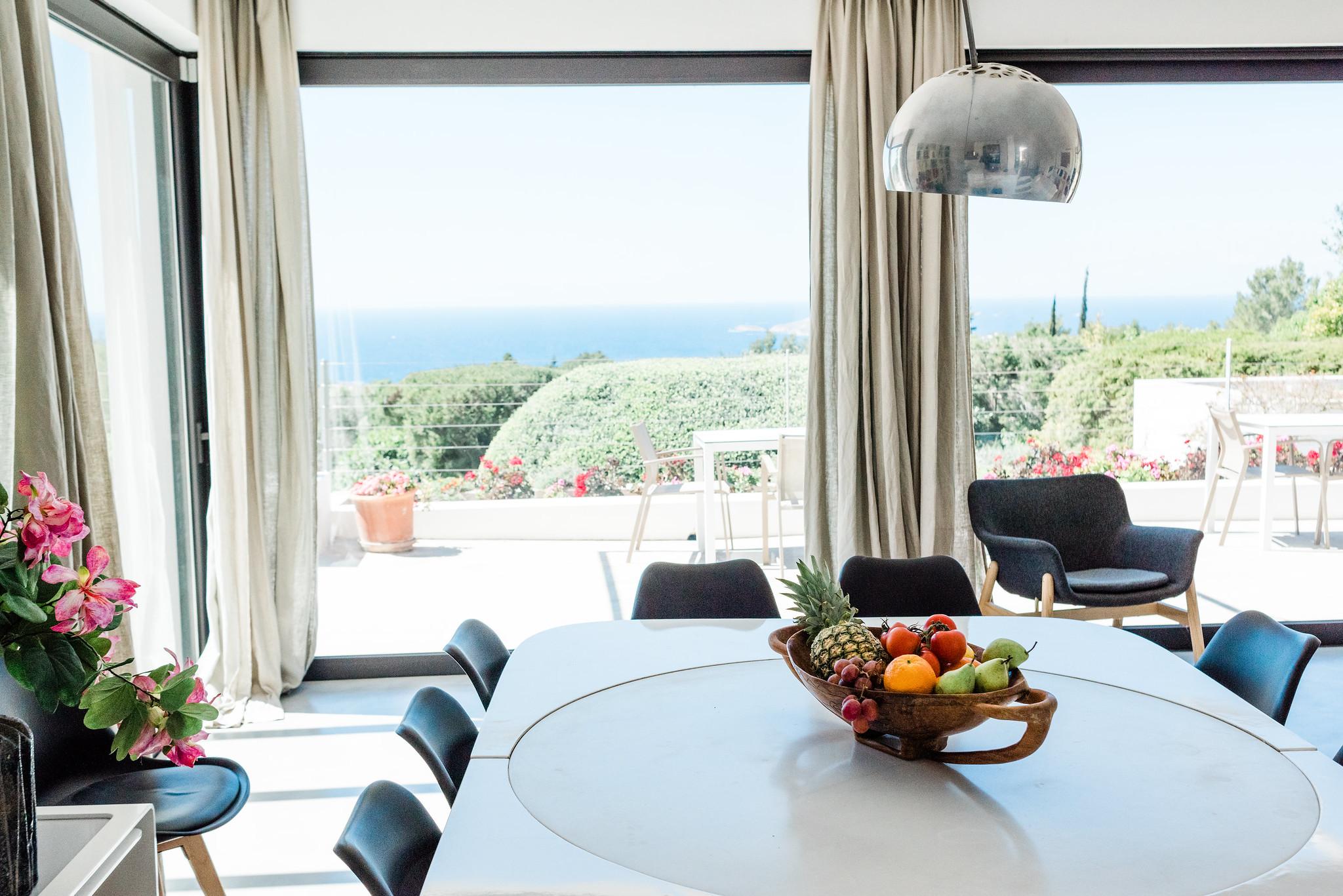 https://www.white-ibiza.com/wp-content/uploads/2020/06/white-ibiza-villas-casa-nyah-interior-dining.jpg