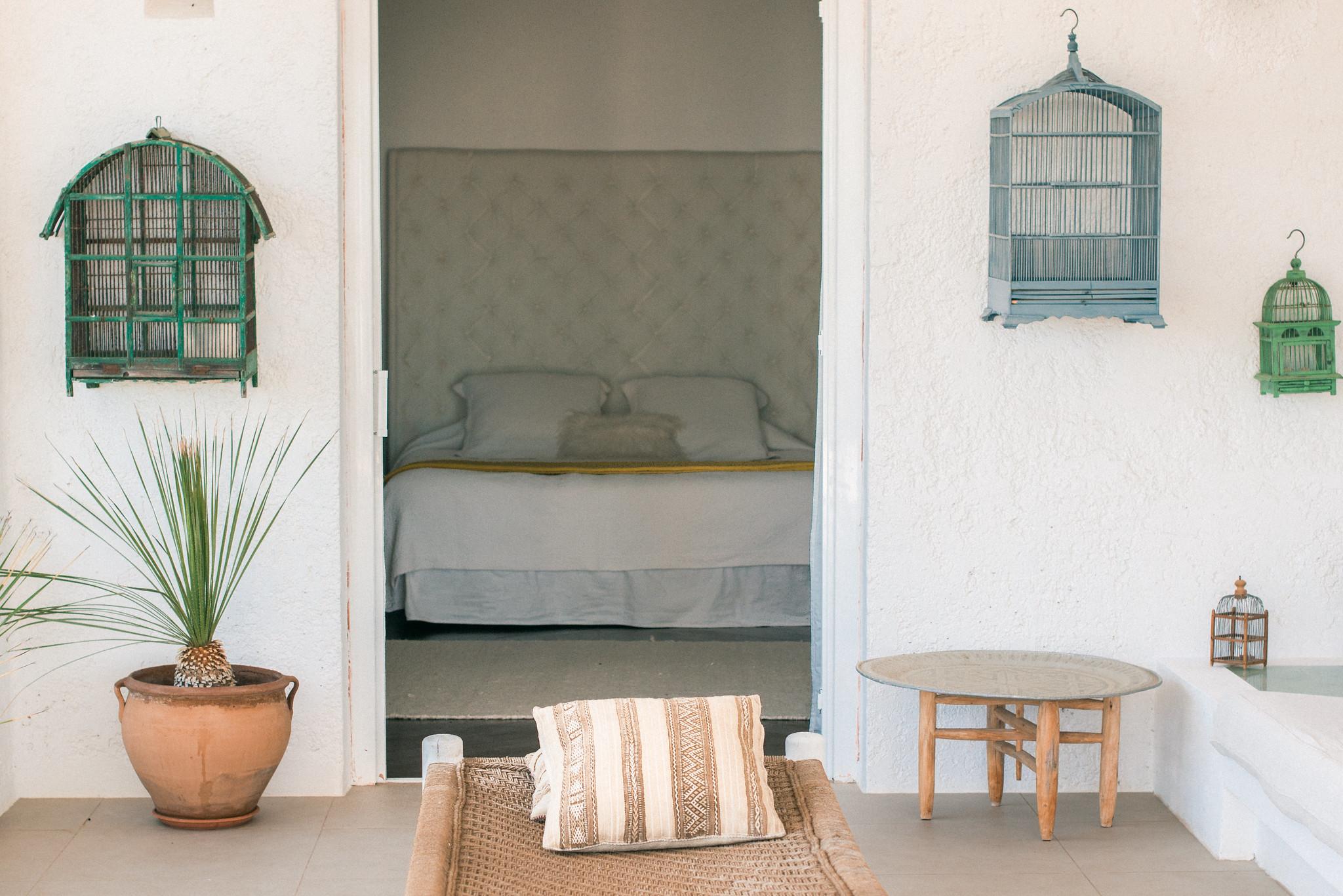 https://www.white-ibiza.com/wp-content/uploads/2020/06/white-ibiza-villas-casa-odette-exterior-looking-in.jpg