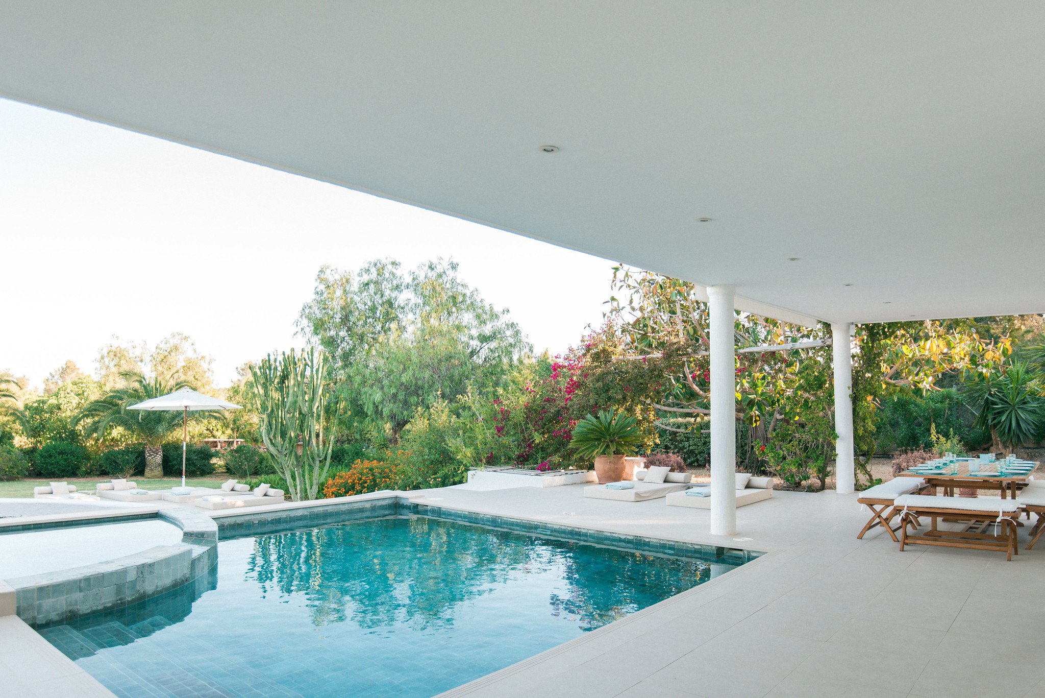 https://www.white-ibiza.com/wp-content/uploads/2020/06/white-ibiza-villas-casa-odette-exterior-pool-from-house.jpg