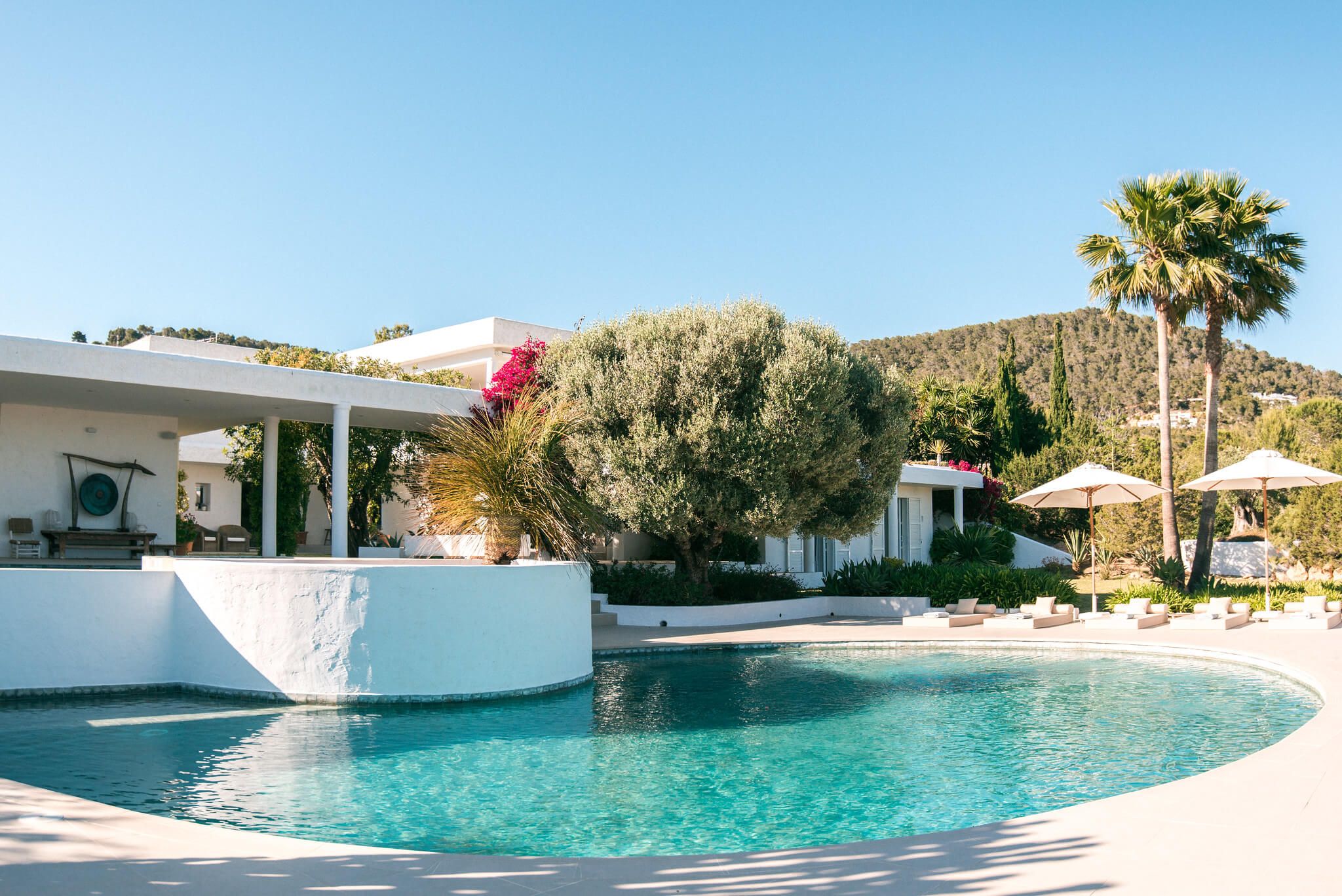 https://www.white-ibiza.com/wp-content/uploads/2020/06/white-ibiza-villas-casa-odette-exterior-pool.jpg
