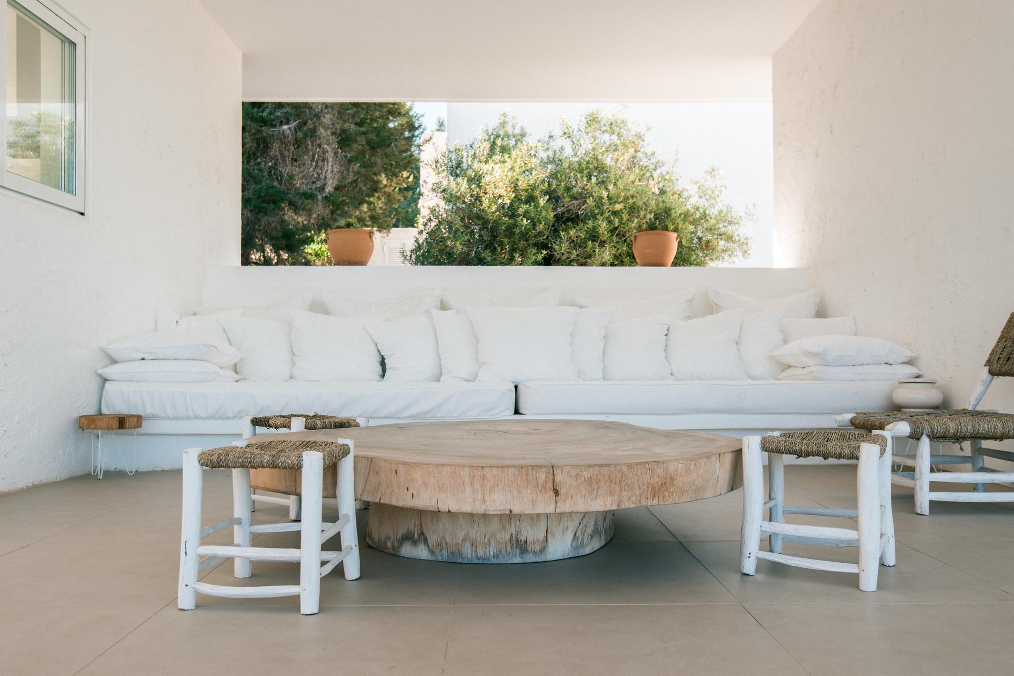 https://www.white-ibiza.com/wp-content/uploads/2020/06/white-ibiza-villas-casa-odette-exterior-seating-area.jpg