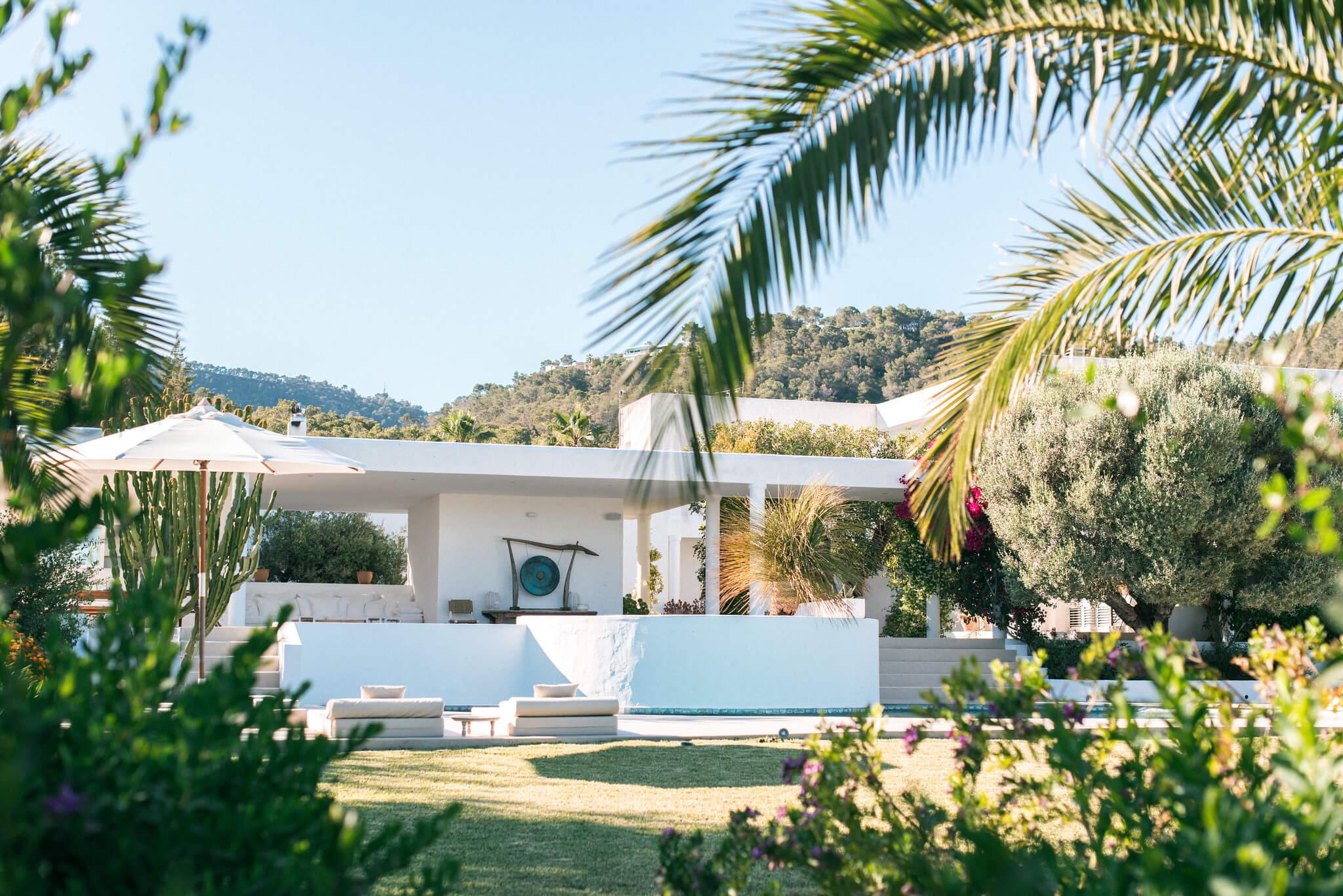 https://www.white-ibiza.com/wp-content/uploads/2020/06/white-ibiza-villas-casa-odette-exterior-through-trees.jpg