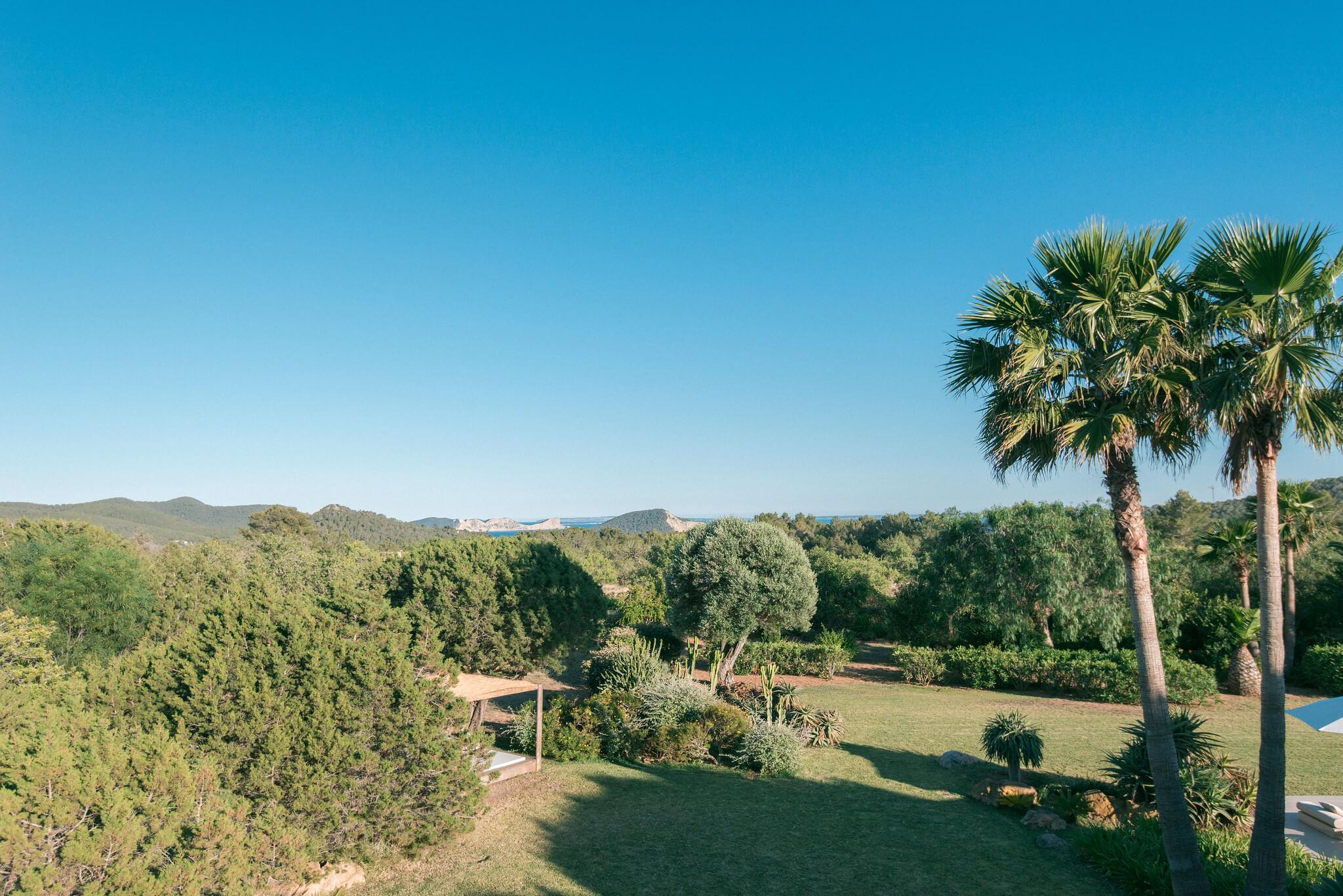 https://www.white-ibiza.com/wp-content/uploads/2020/06/white-ibiza-villas-casa-odette-exterior-view.jpg