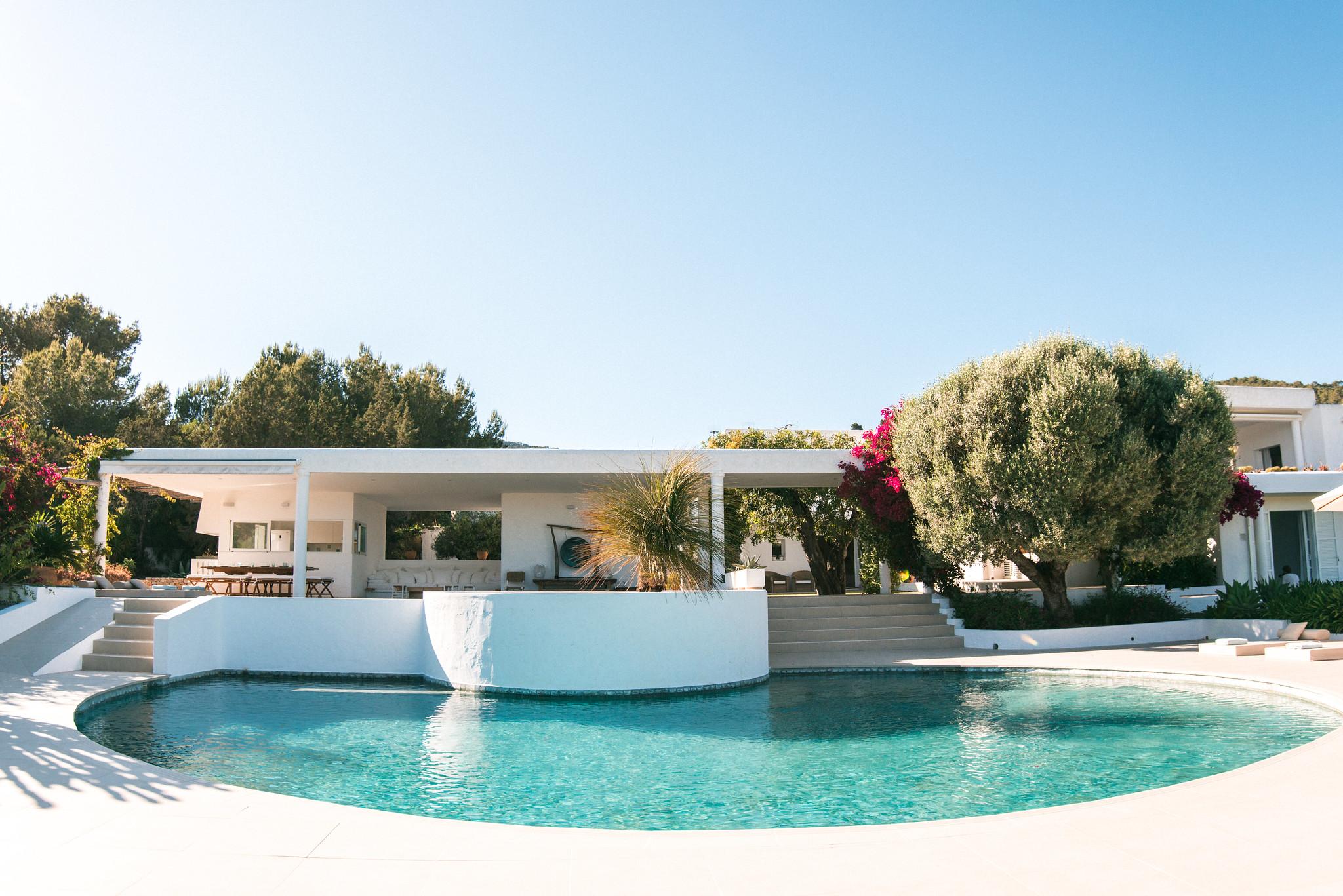 https://www.white-ibiza.com/wp-content/uploads/2020/06/white-ibiza-villas-casa-odette-exterior.jpg