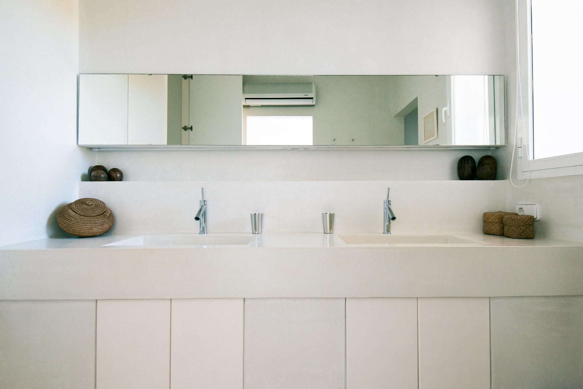 https://www.white-ibiza.com/wp-content/uploads/2020/06/white-ibiza-villas-casa-odette-interior-bathroom4.jpg