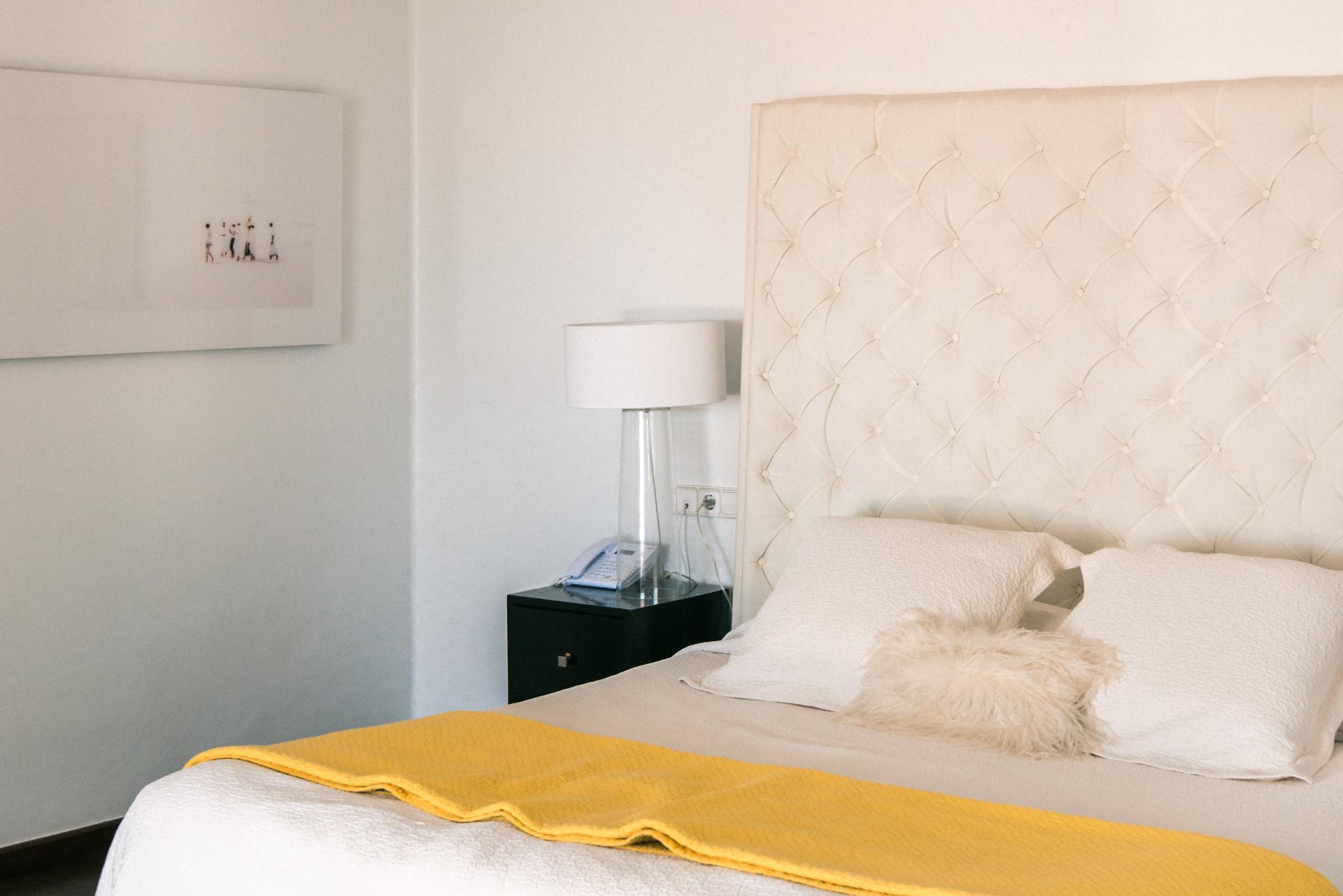 https://www.white-ibiza.com/wp-content/uploads/2020/06/white-ibiza-villas-casa-odette-interior-bedroom8.jpg