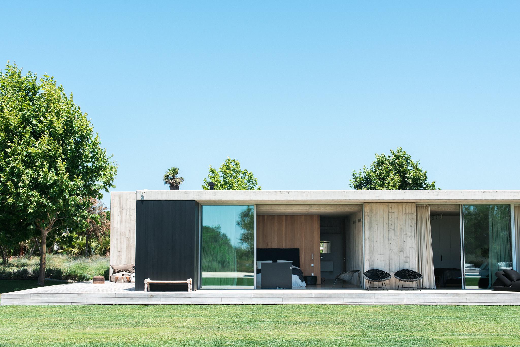 https://www.white-ibiza.com/wp-content/uploads/2020/06/white-ibiza-villas-casa-valentina-exterior-rooms.jpg