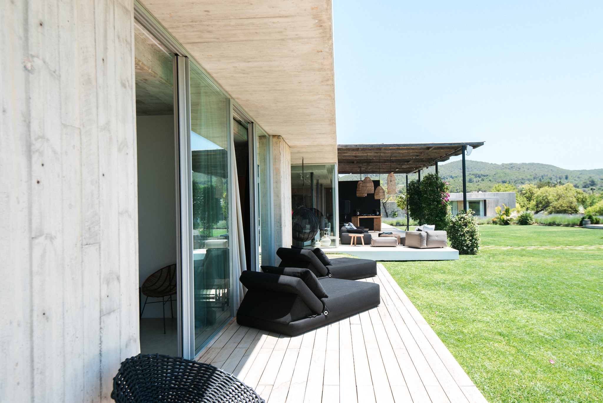 https://www.white-ibiza.com/wp-content/uploads/2020/06/white-ibiza-villas-casa-valentina-exterior-side.jpg