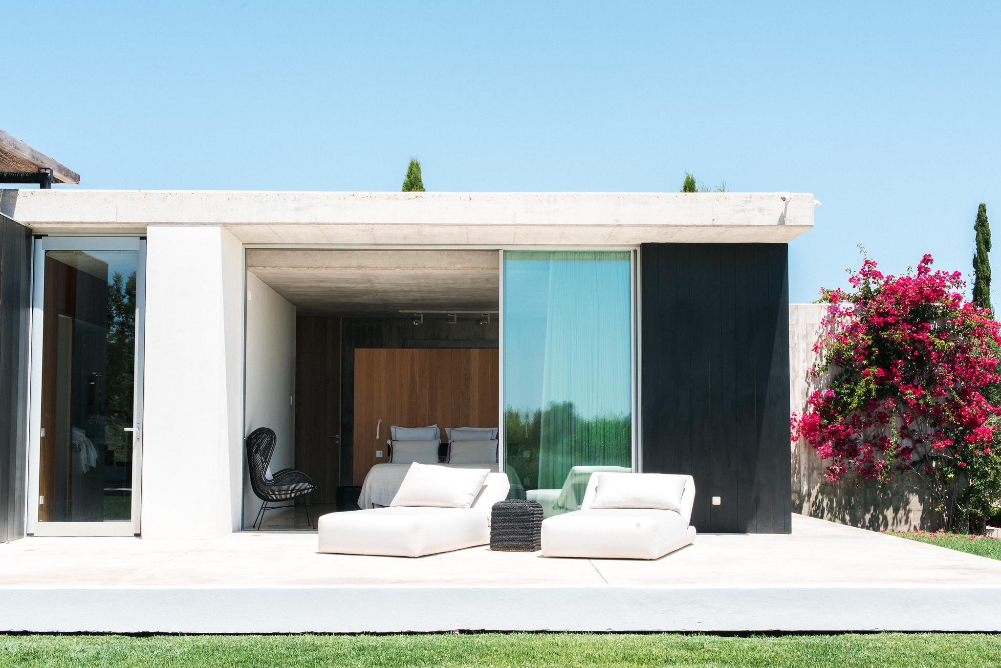 https://www.white-ibiza.com/wp-content/uploads/2020/06/white-ibiza-villas-casa-valentina-exterior-terrace.jpg