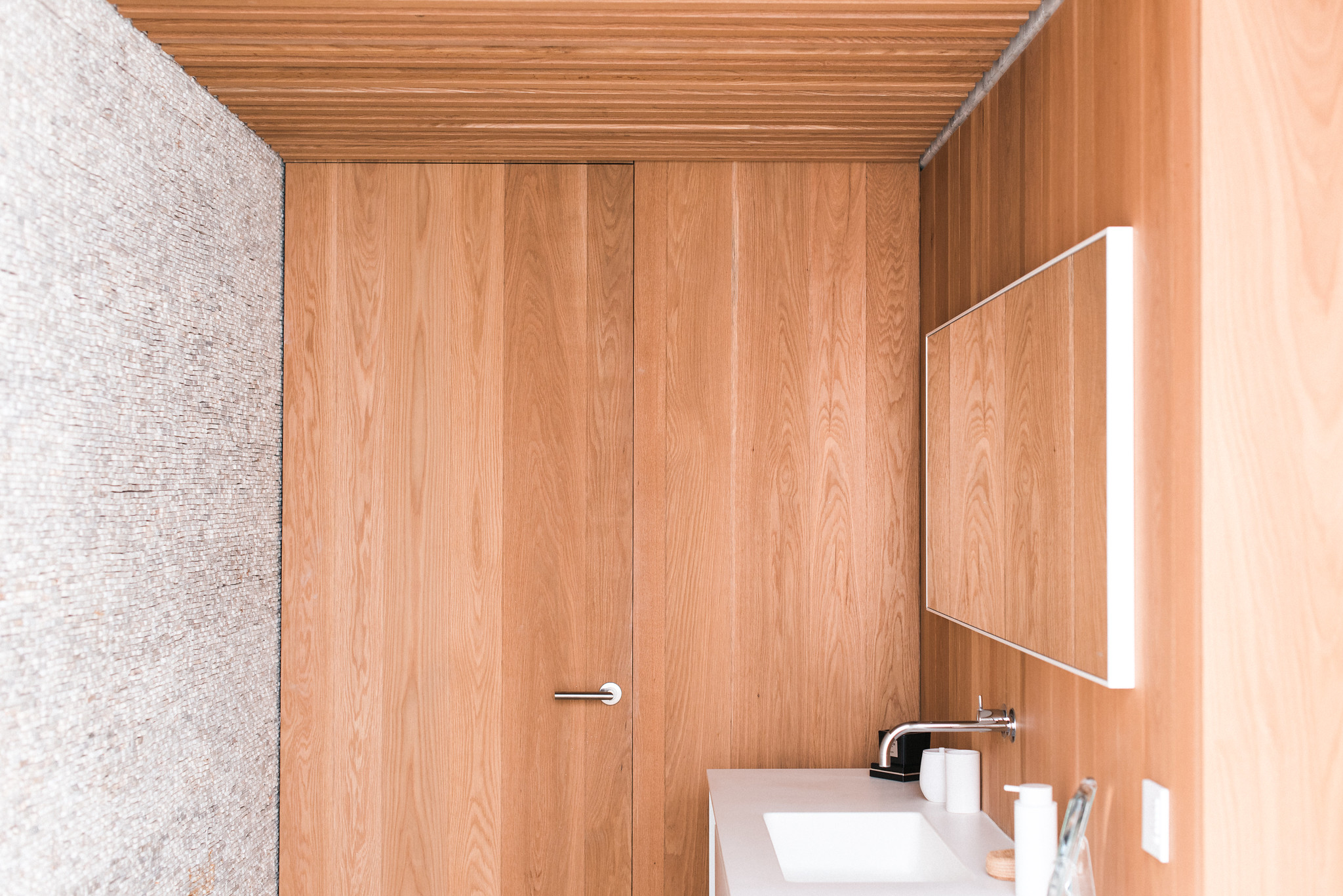 https://www.white-ibiza.com/wp-content/uploads/2020/06/white-ibiza-villas-casa-valentina-interior-bathroom2.jpg