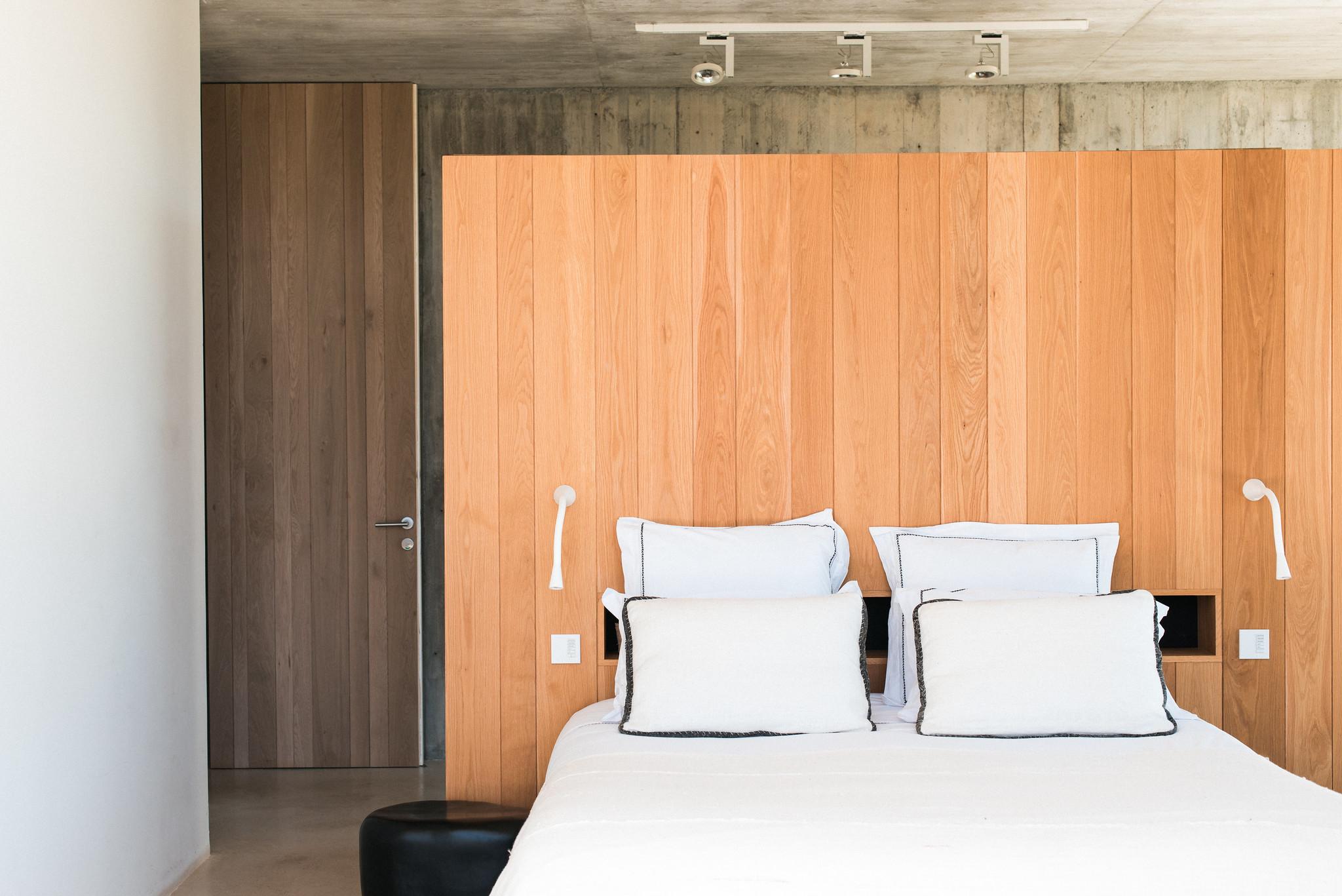 https://www.white-ibiza.com/wp-content/uploads/2020/06/white-ibiza-villas-casa-valentina-interior-bedroom.jpg
