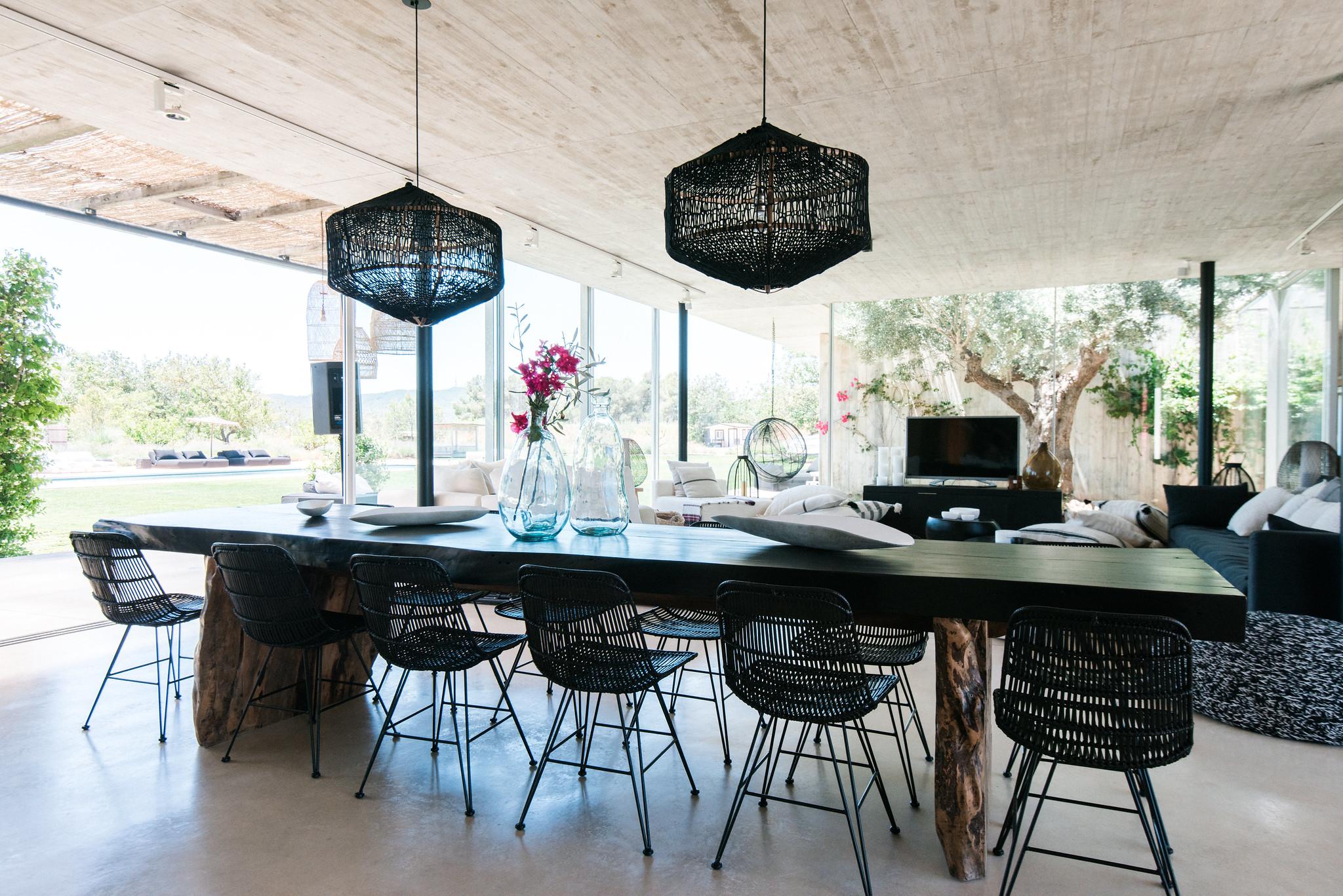 https://www.white-ibiza.com/wp-content/uploads/2020/06/white-ibiza-villas-casa-valentina-interior-dining-table.jpg
