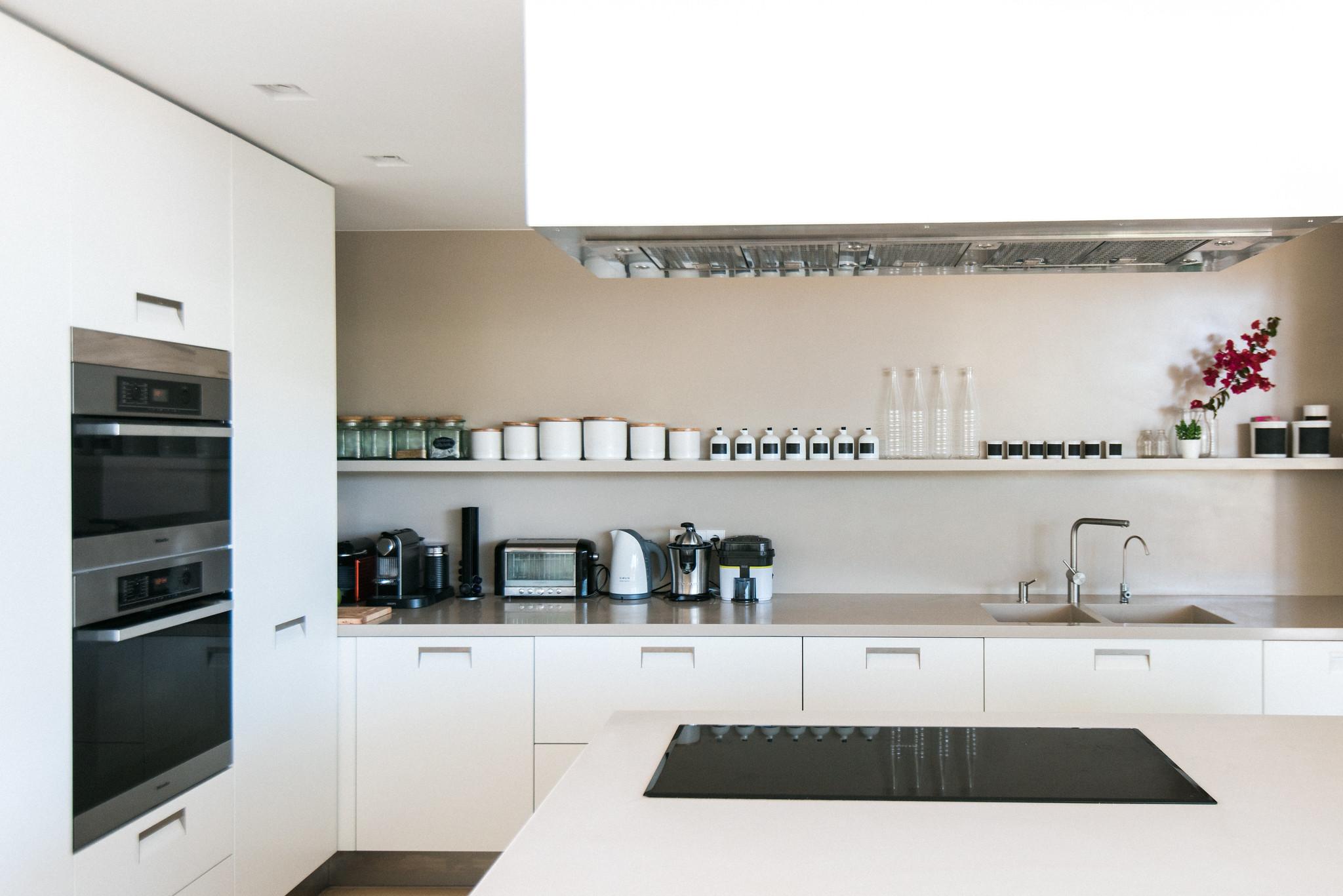 https://www.white-ibiza.com/wp-content/uploads/2020/06/white-ibiza-villas-casa-valentina-interior-kitchen.jpg