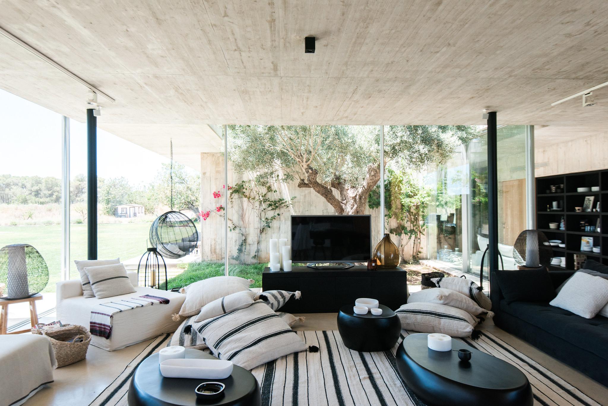 https://www.white-ibiza.com/wp-content/uploads/2020/06/white-ibiza-villas-casa-valentina-interior-living-room.jpg