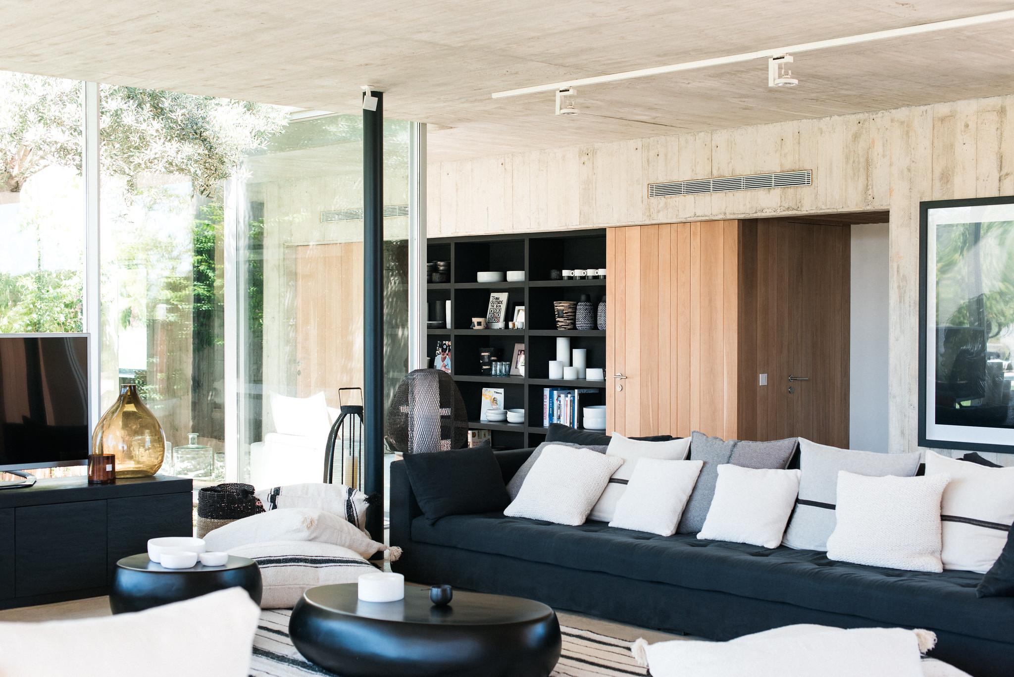 https://www.white-ibiza.com/wp-content/uploads/2020/06/white-ibiza-villas-casa-valentina-interior-living-room3.jpg