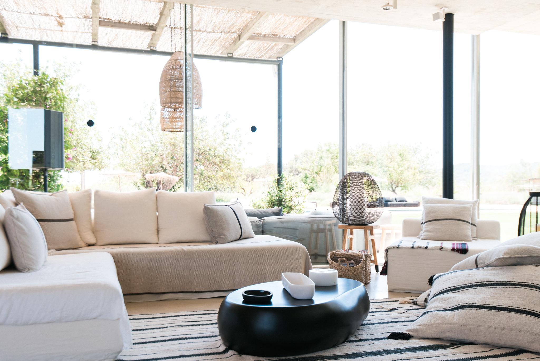 https://www.white-ibiza.com/wp-content/uploads/2020/06/white-ibiza-villas-casa-valentina-interior-living-room4.jpg