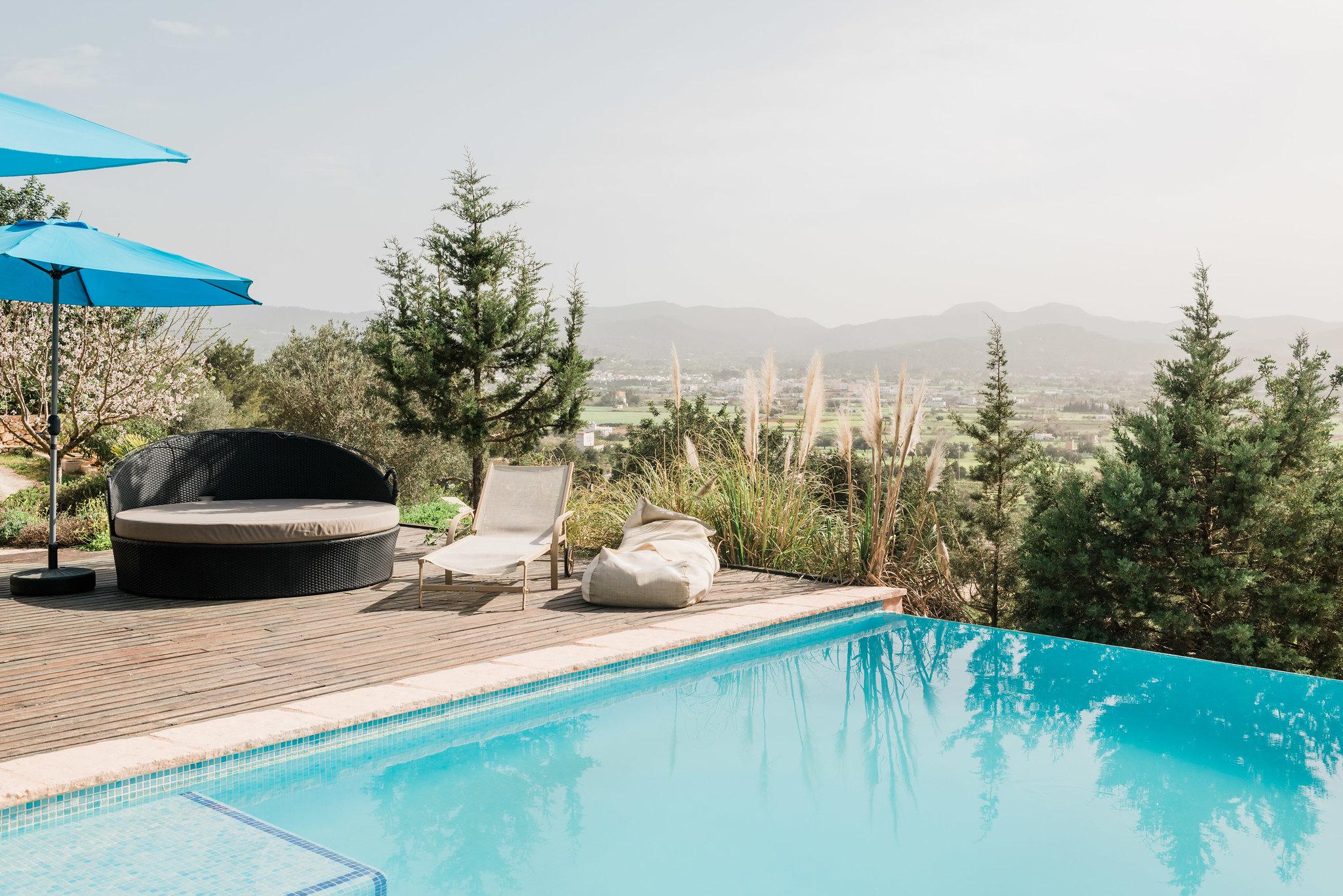 https://www.white-ibiza.com/wp-content/uploads/2020/06/white-ibiza-villas-los-corrales-exterior-corner-of-pool.jpg