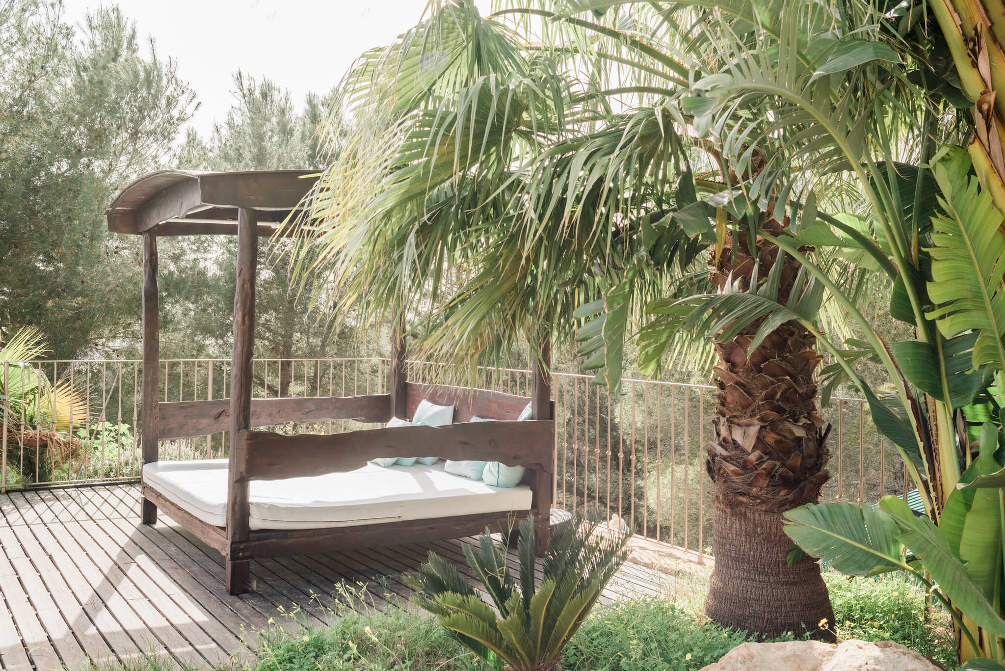 https://www.white-ibiza.com/wp-content/uploads/2020/06/white-ibiza-villas-los-corrales-exterior-day-bed.jpg