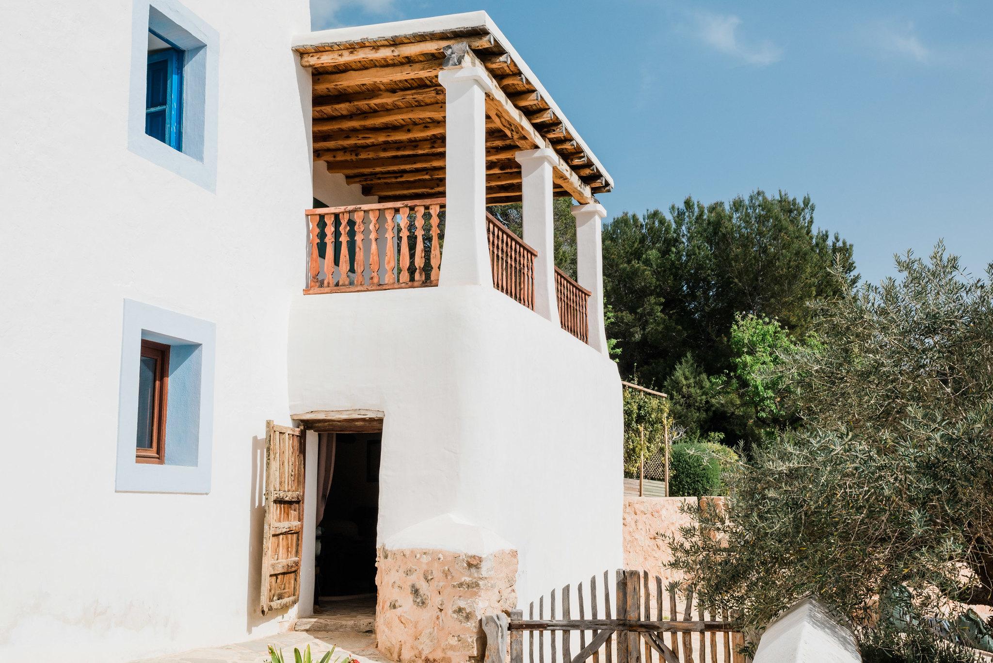 https://www.white-ibiza.com/wp-content/uploads/2020/06/white-ibiza-villas-los-corrales-exterior-facade.jpg