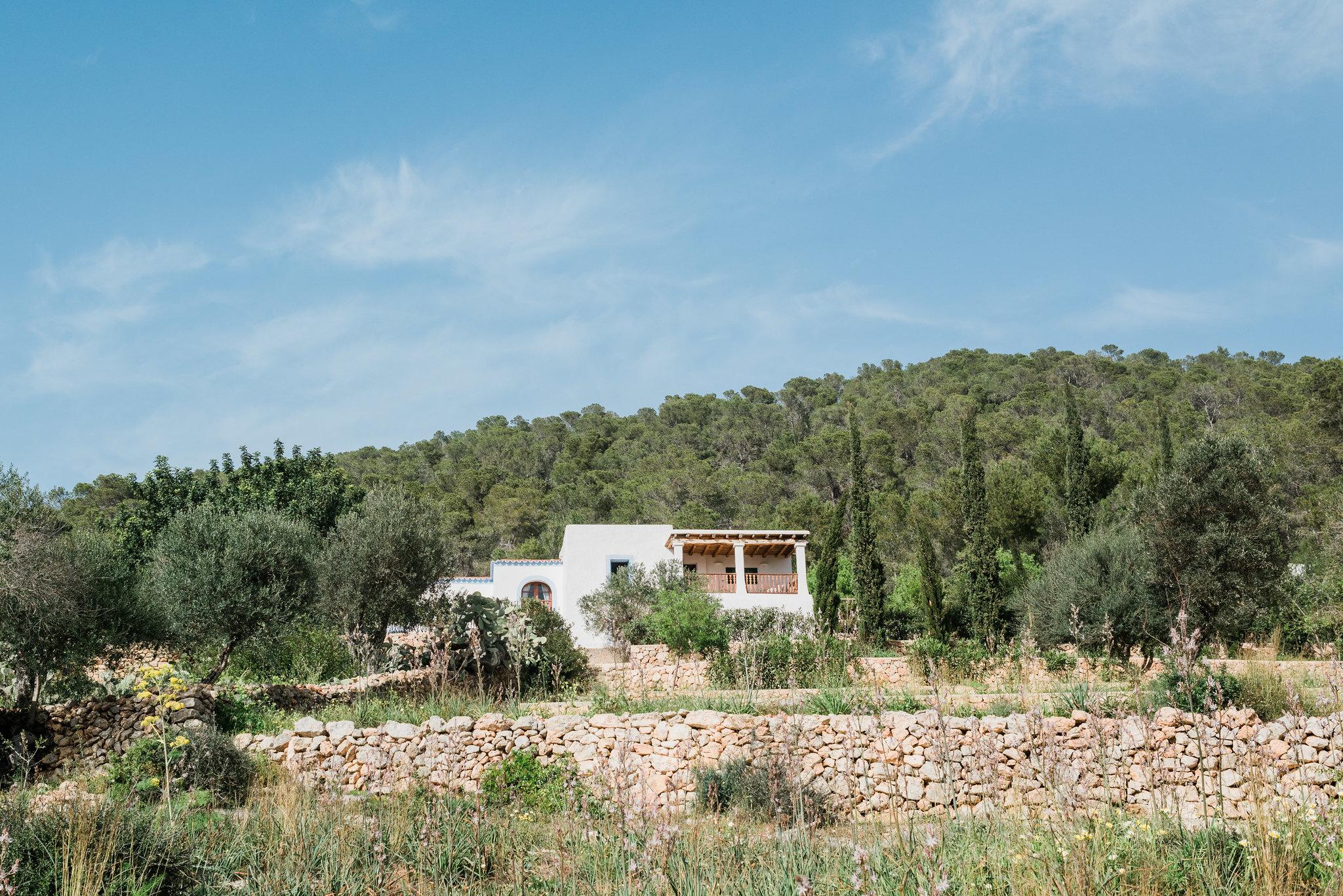 https://www.white-ibiza.com/wp-content/uploads/2020/06/white-ibiza-villas-los-corrales-exterior-house-from-afar.jpg
