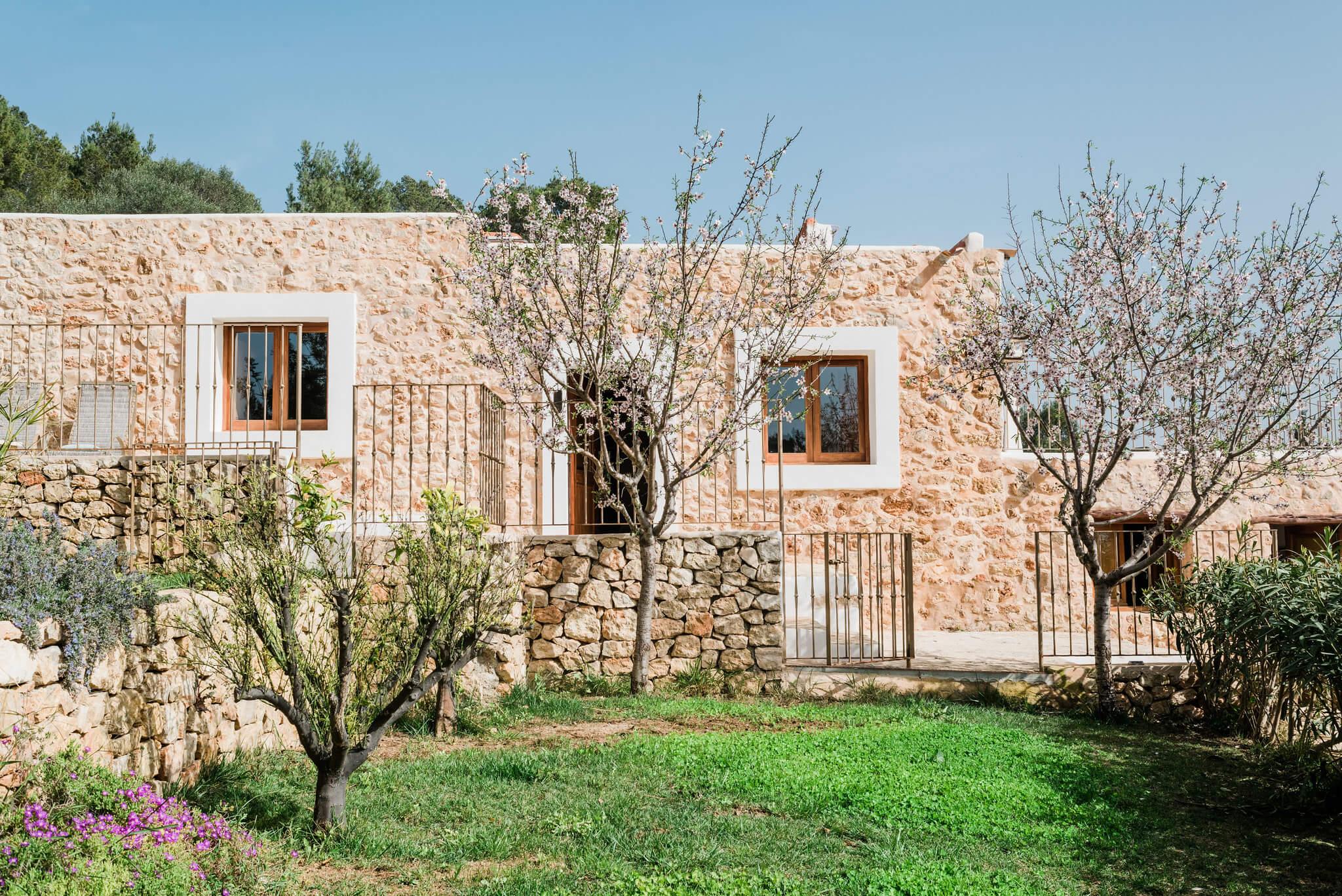 https://www.white-ibiza.com/wp-content/uploads/2020/06/white-ibiza-villas-los-corrales-exterior-house-trees.jpg