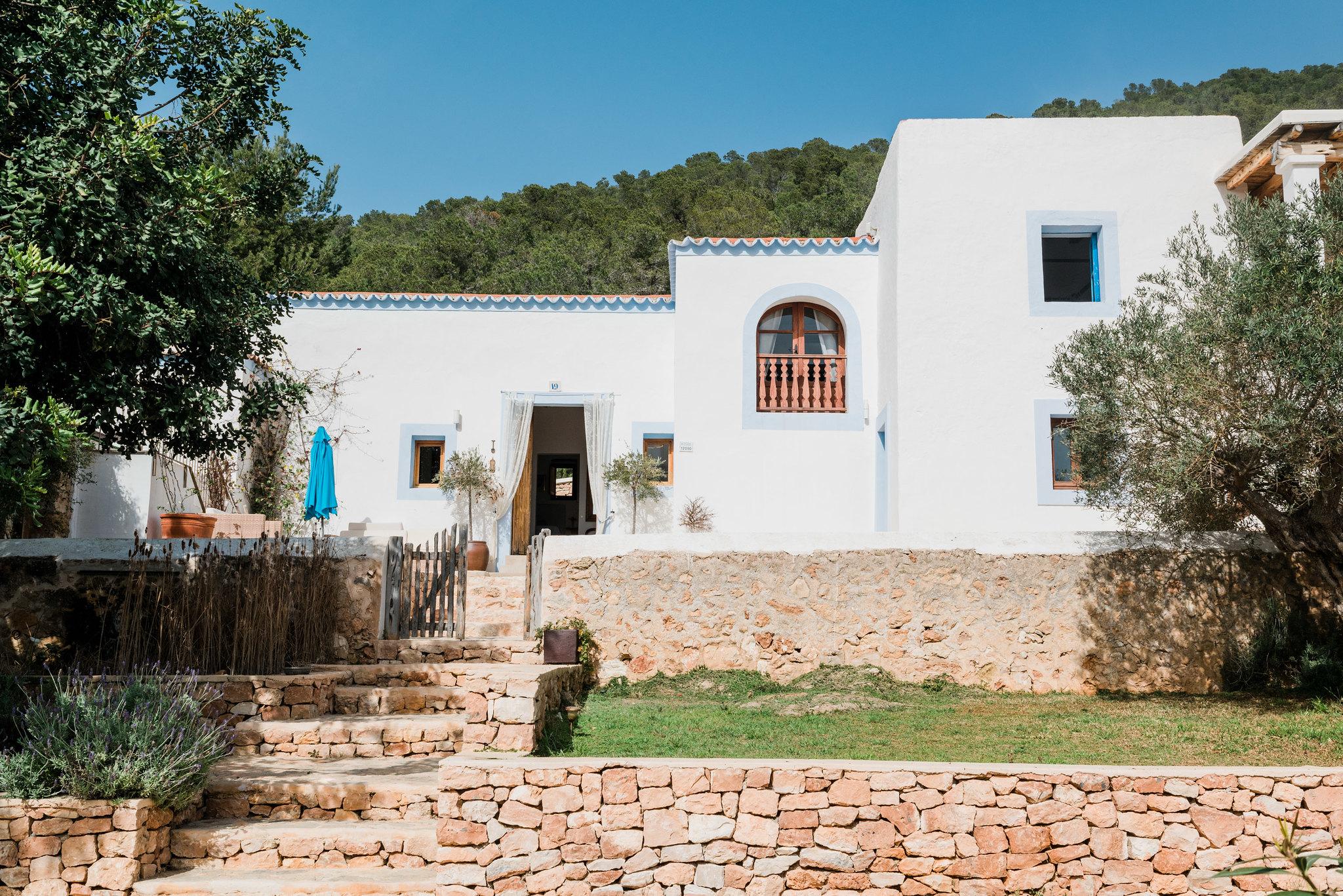 https://www.white-ibiza.com/wp-content/uploads/2020/06/white-ibiza-villas-los-corrales-exterior-house.jpg