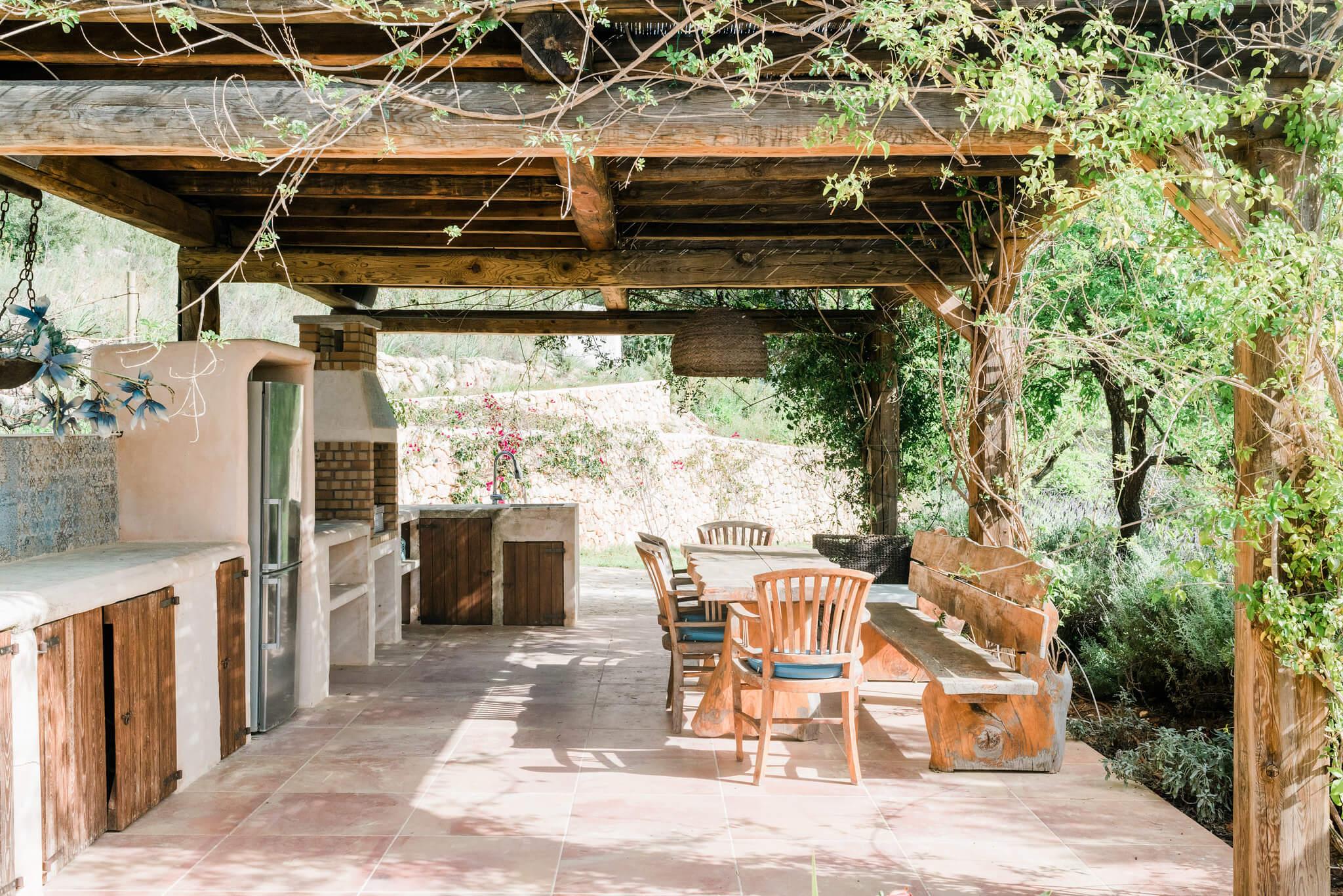 https://www.white-ibiza.com/wp-content/uploads/2020/06/white-ibiza-villas-los-corrales-exterior-outside-kitchen2.jpg
