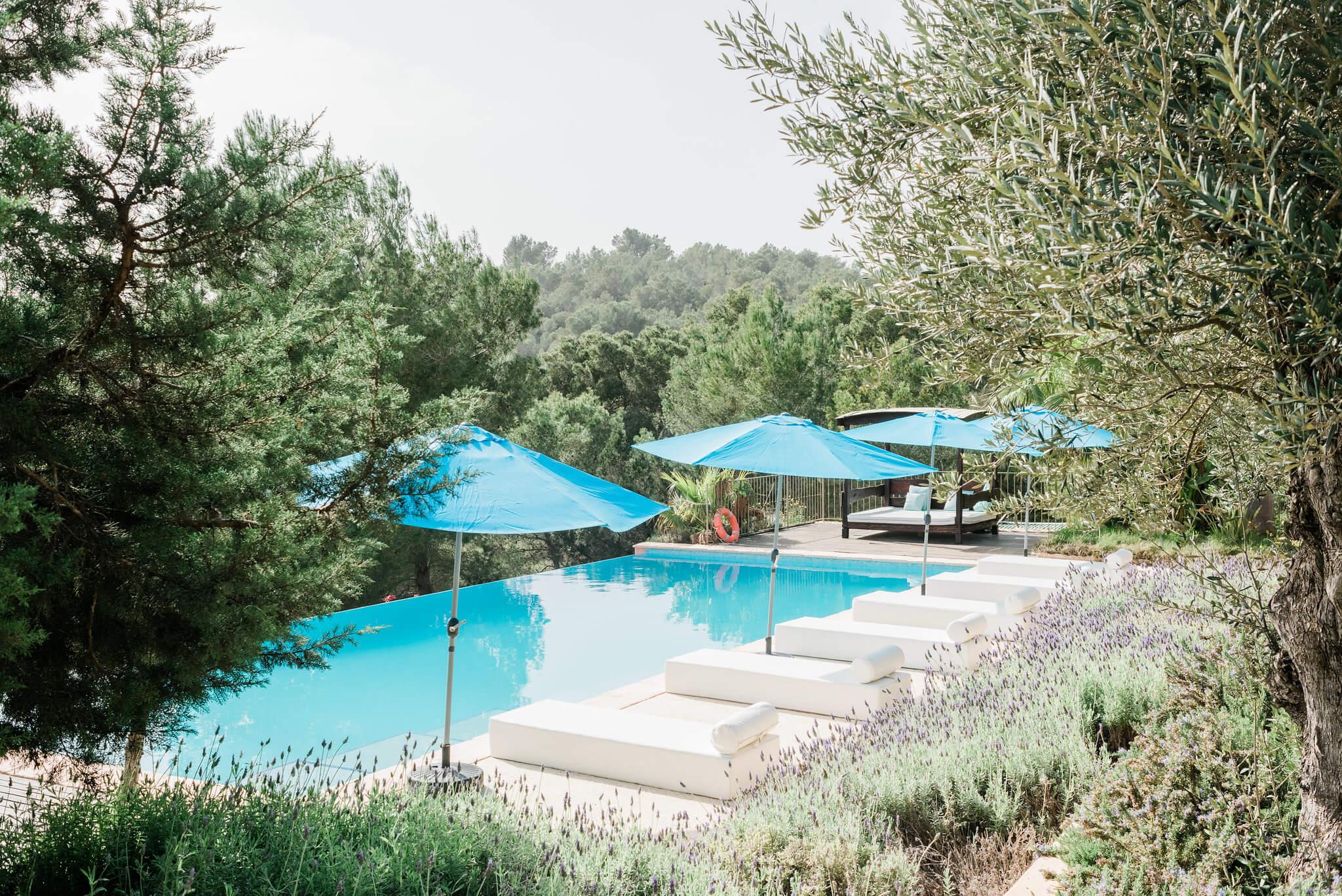 https://www.white-ibiza.com/wp-content/uploads/2020/06/white-ibiza-villas-los-corrales-exterior-pool.jpg