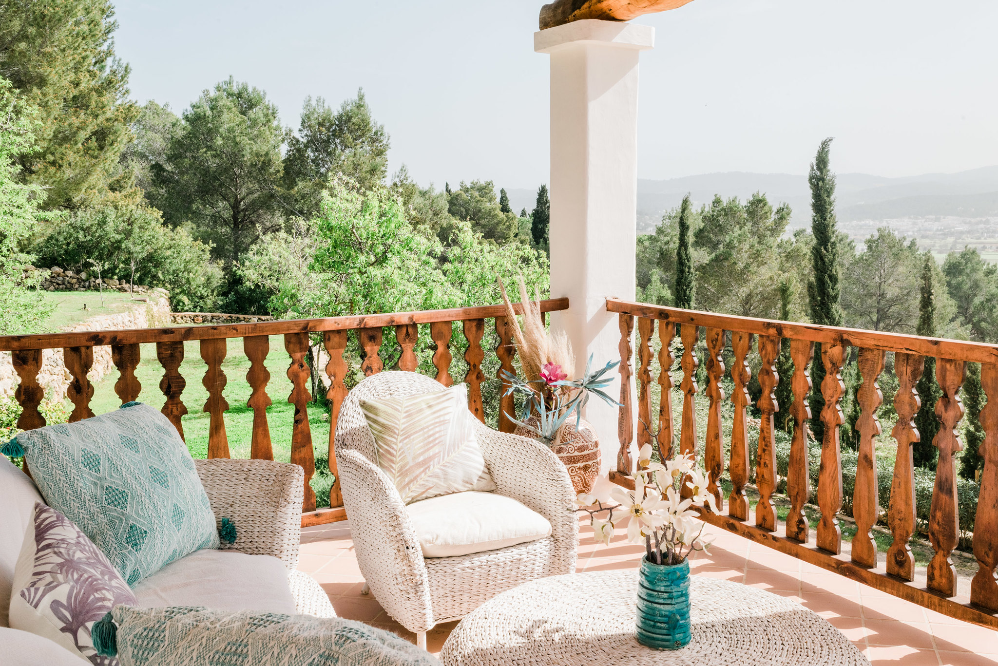 https://www.white-ibiza.com/wp-content/uploads/2020/06/white-ibiza-villas-los-corrales-exterior-terrace.jpg