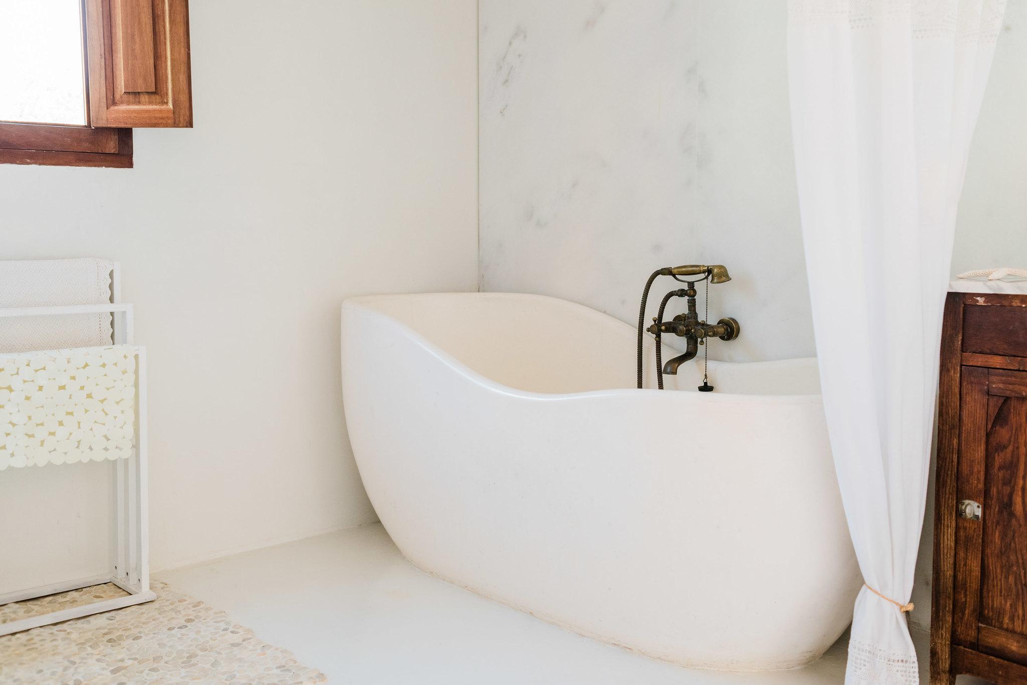 https://www.white-ibiza.com/wp-content/uploads/2020/06/white-ibiza-villas-los-corrales-interior-bathroom.jpg