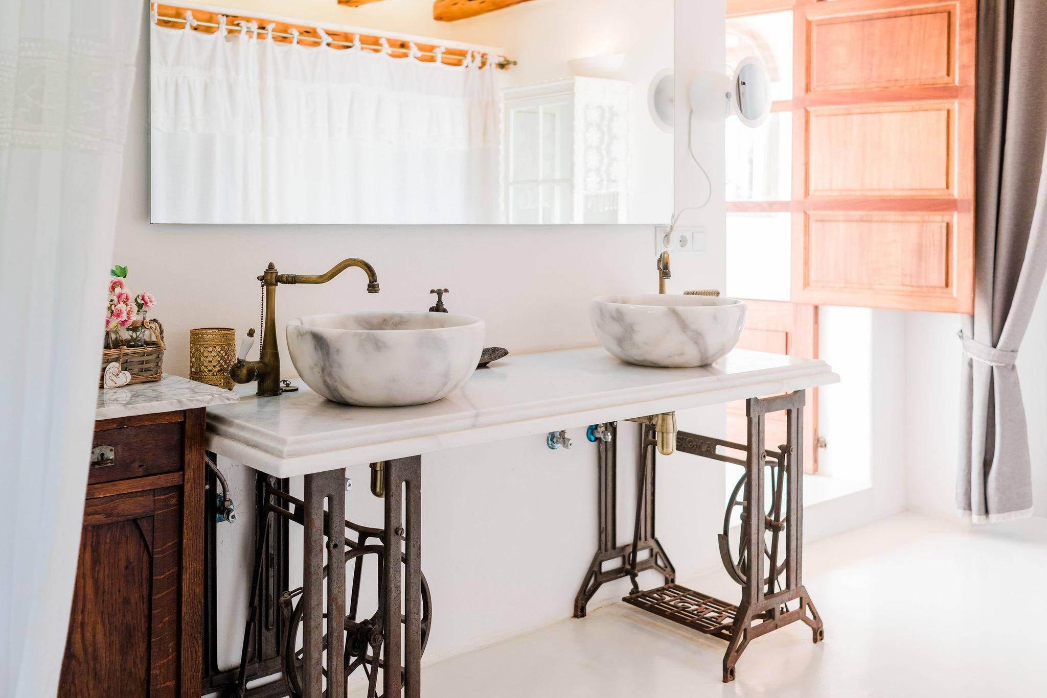 https://www.white-ibiza.com/wp-content/uploads/2020/06/white-ibiza-villas-los-corrales-interior-bathroom2.jpg