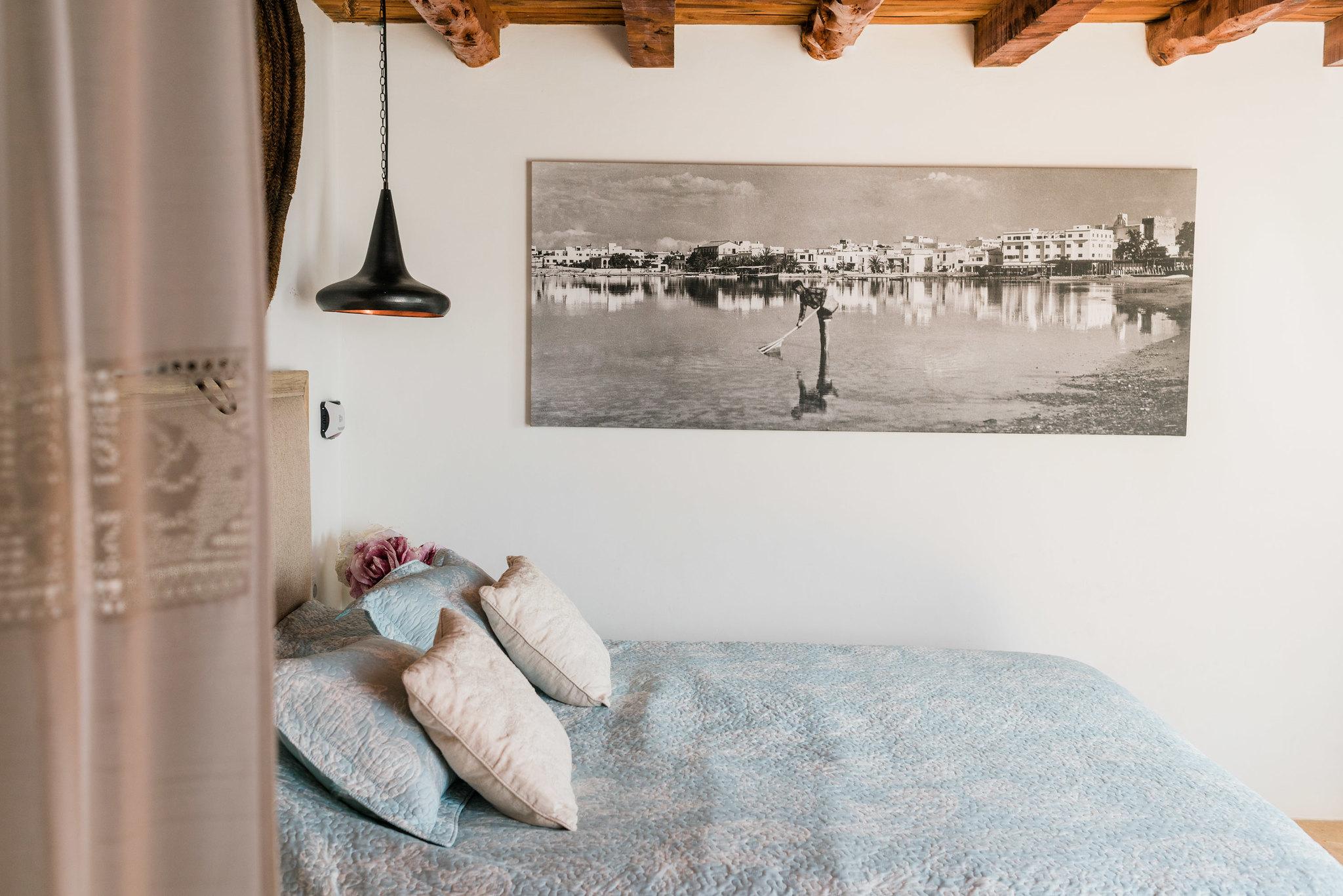 https://www.white-ibiza.com/wp-content/uploads/2020/06/white-ibiza-villas-los-corrales-interior-bedroom2.jpg