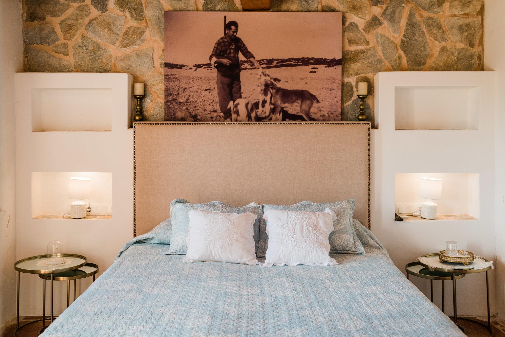 https://www.white-ibiza.com/wp-content/uploads/2020/06/white-ibiza-villas-los-corrales-interior-bedroom4.jpg