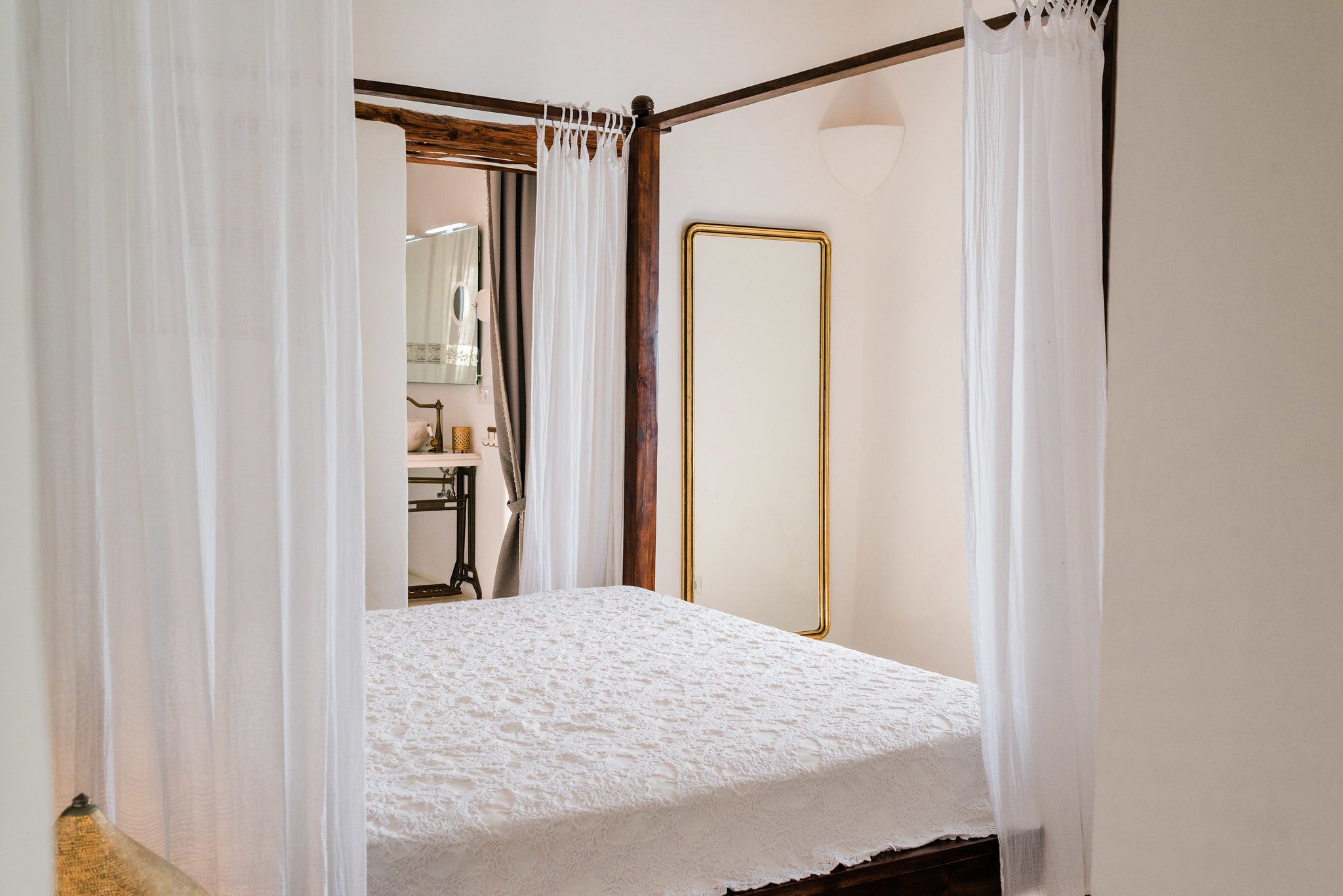 https://www.white-ibiza.com/wp-content/uploads/2020/06/white-ibiza-villas-los-corrales-interior-bedroom5.jpg