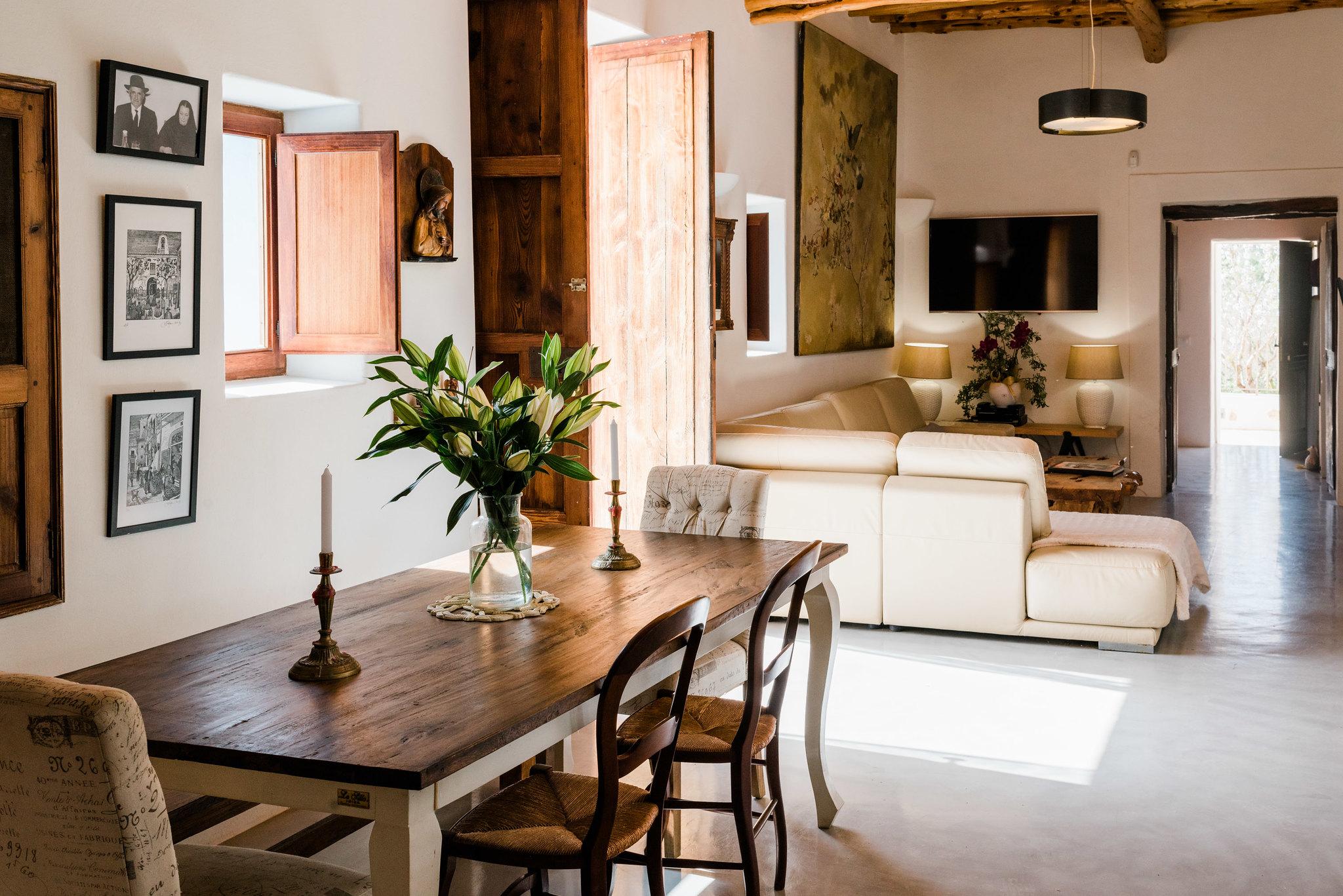 https://www.white-ibiza.com/wp-content/uploads/2020/06/white-ibiza-villas-los-corrales-interior-entrance.jpg
