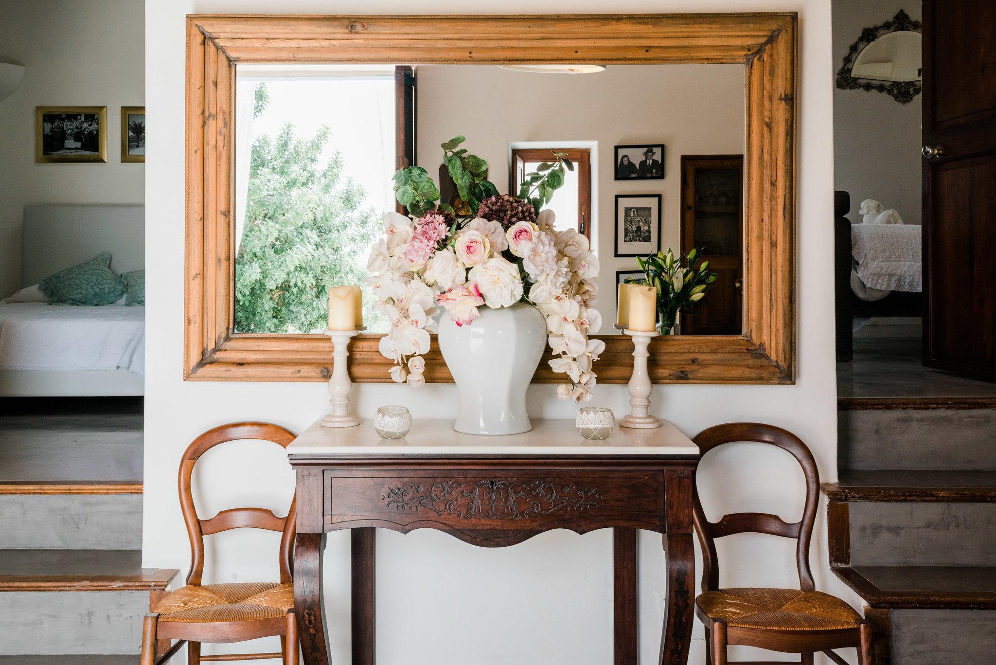 https://www.white-ibiza.com/wp-content/uploads/2020/06/white-ibiza-villas-los-corrales-interior-flowers.jpg
