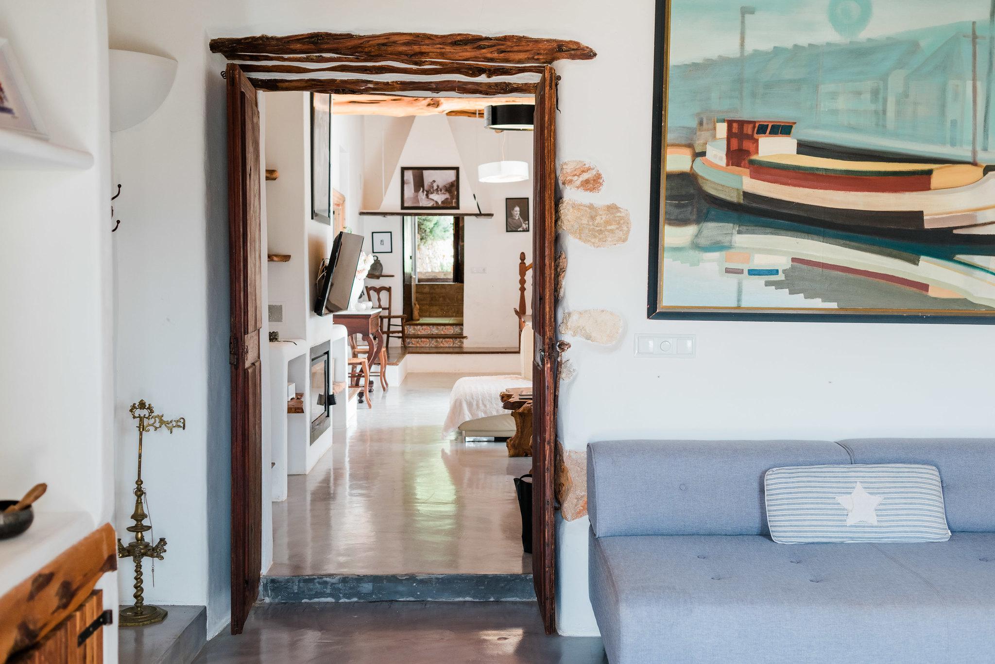 https://www.white-ibiza.com/wp-content/uploads/2020/06/white-ibiza-villas-los-corrales-interior-space.jpg