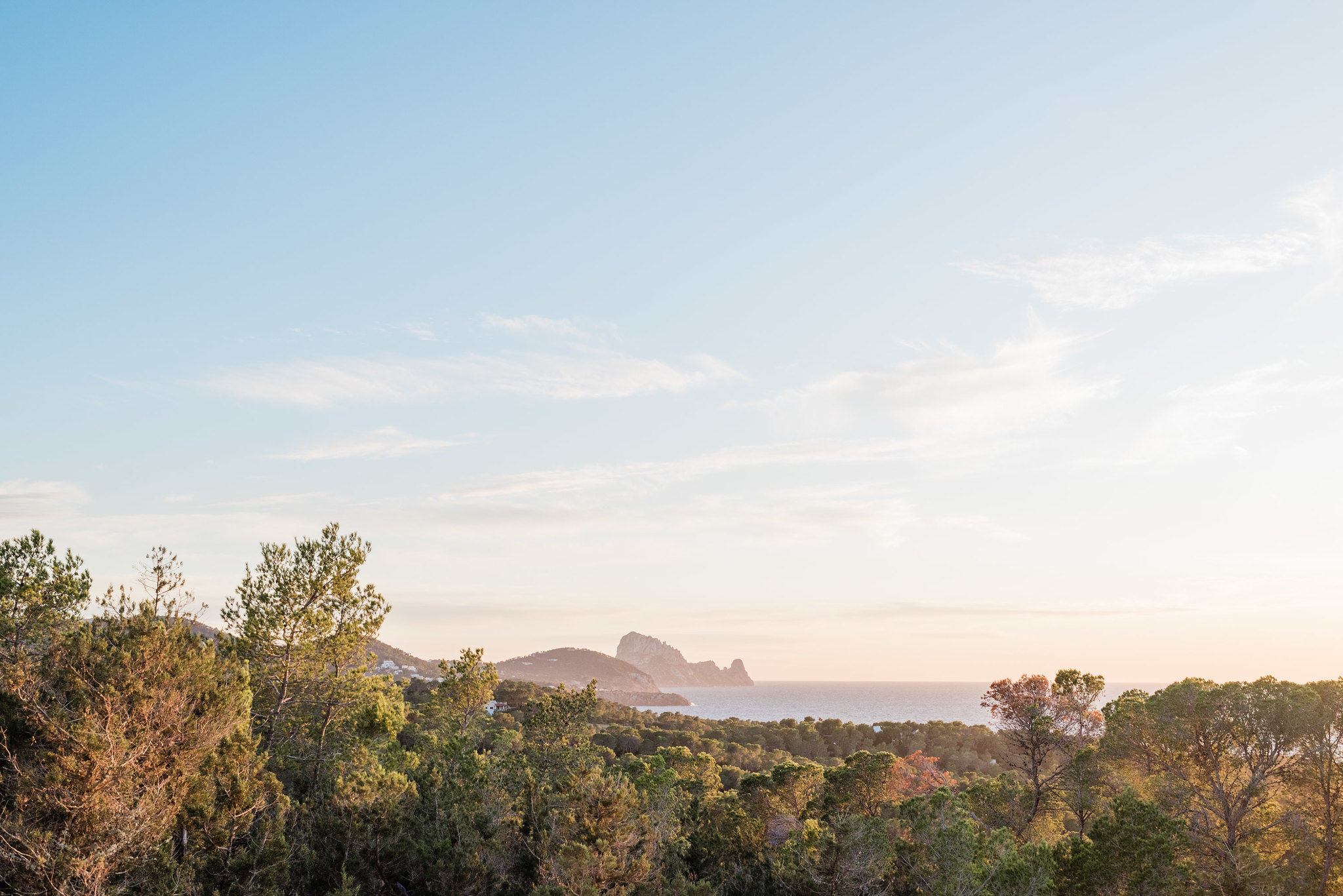 https://www.white-ibiza.com/wp-content/uploads/2020/06/white-ibiza-villas-sa-serra-exterior-seaview.jpg