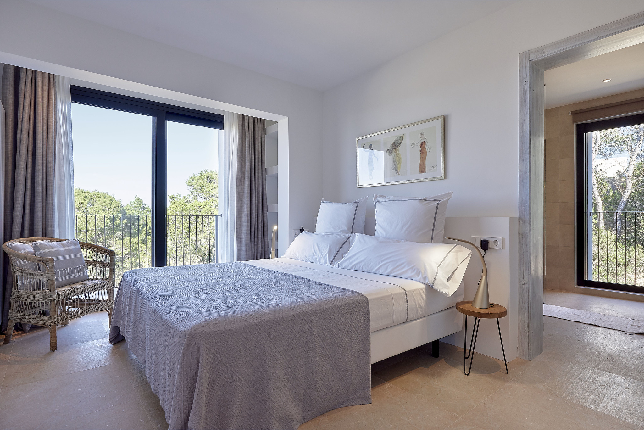 https://www.white-ibiza.com/wp-content/uploads/2020/06/white-ibiza-villas-sa-serra-interior-bedroom6.jpg
