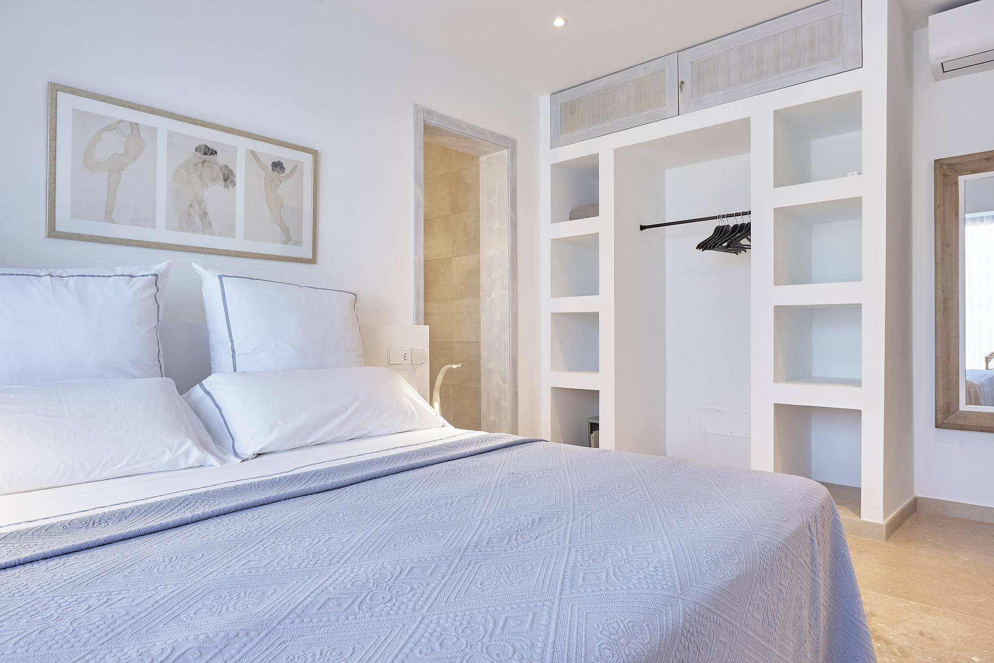 https://www.white-ibiza.com/wp-content/uploads/2020/06/white-ibiza-villas-sa-serra-interior-bedroom7.jpg