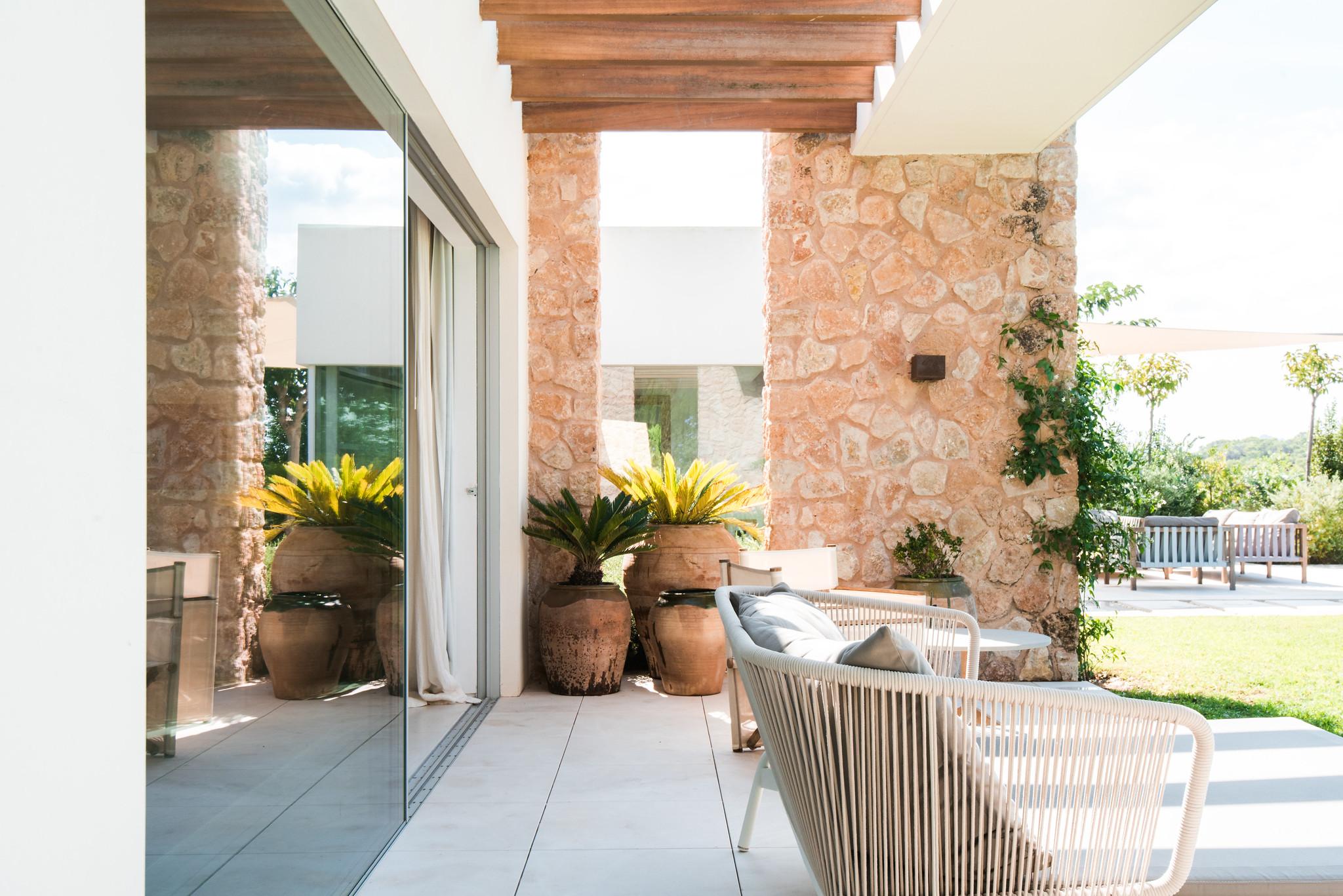 https://www.white-ibiza.com/wp-content/uploads/2020/06/white-ibiza-villas-villa-amber-exterior-detail.jpg