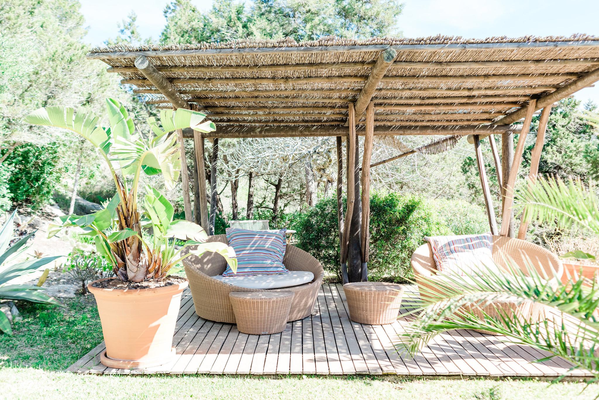 https://www.white-ibiza.com/wp-content/uploads/2020/06/white-ibiza-villas-villa-andrea-exterior-chillout.jpg