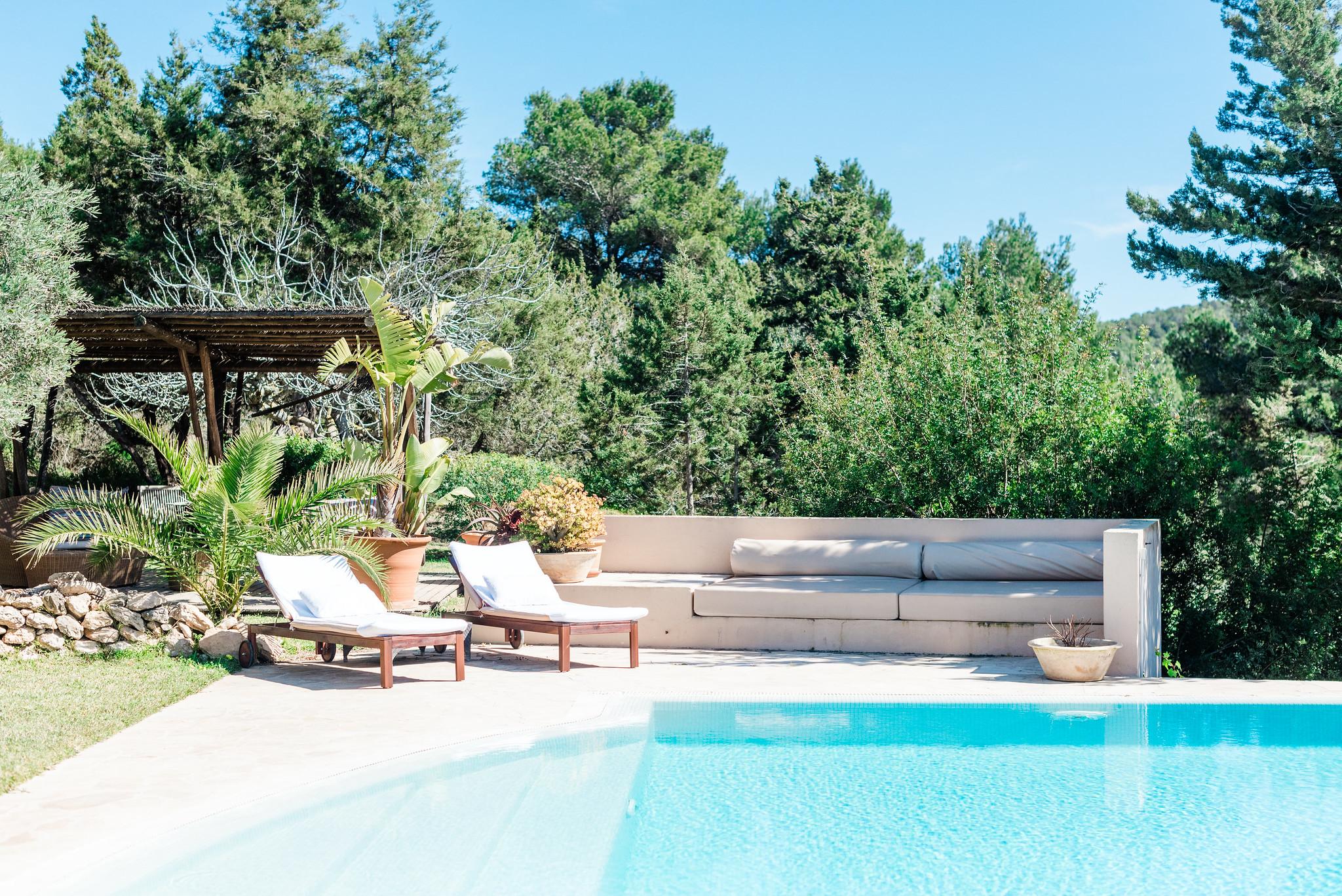 https://www.white-ibiza.com/wp-content/uploads/2020/06/white-ibiza-villas-villa-andrea-exterior-shaded-chill.jpg