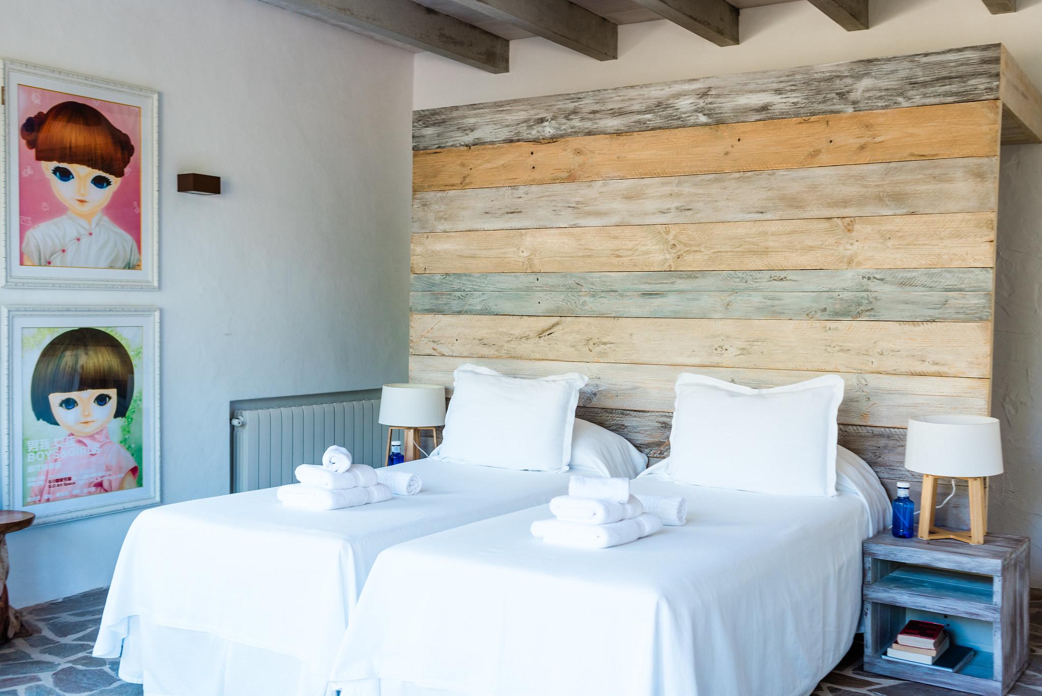 https://www.white-ibiza.com/wp-content/uploads/2020/06/white-ibiza-villas-villa-andrea-interior-bedroom5.jpg