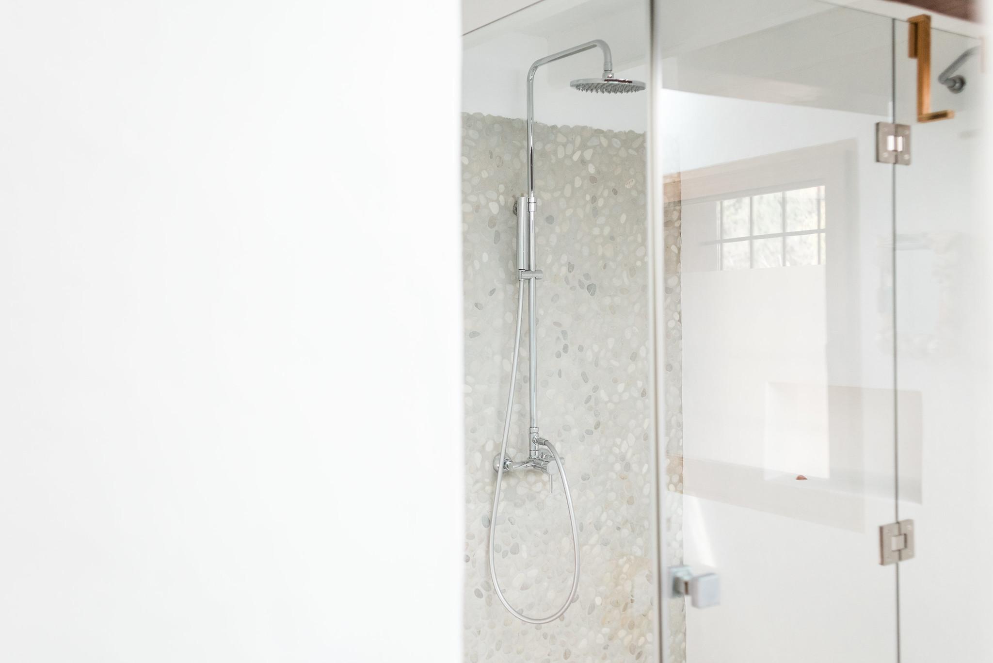 https://www.white-ibiza.com/wp-content/uploads/2020/06/white-ibiza-villas-villa-andrea-interior-shower.jpg