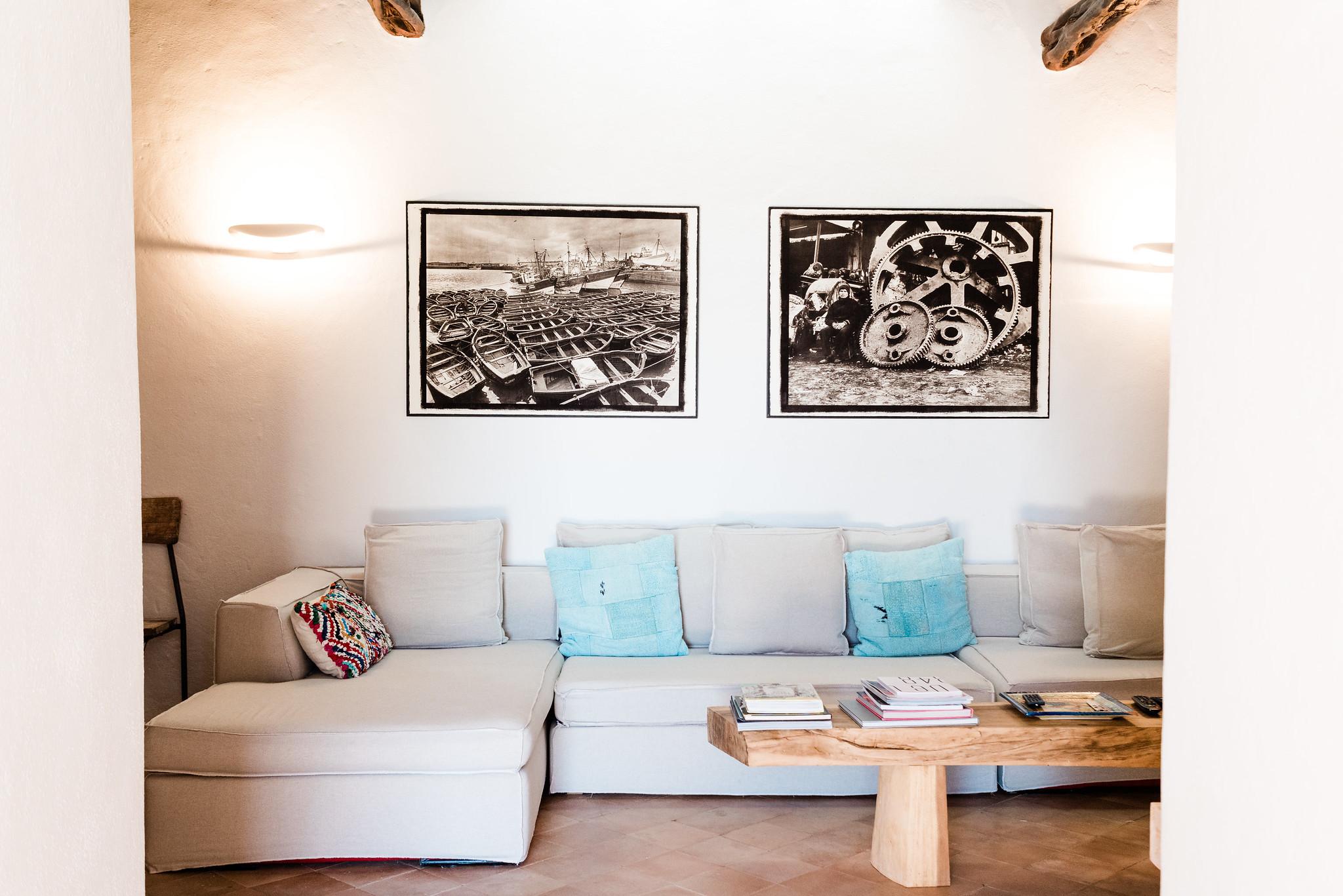 https://www.white-ibiza.com/wp-content/uploads/2020/06/white-ibiza-villas-villa-andrea-interior-sofa.jpg
