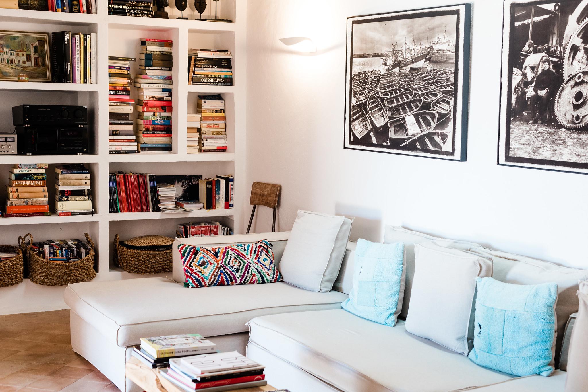 https://www.white-ibiza.com/wp-content/uploads/2020/06/white-ibiza-villas-villa-andrea-interior-sofa2.jpg